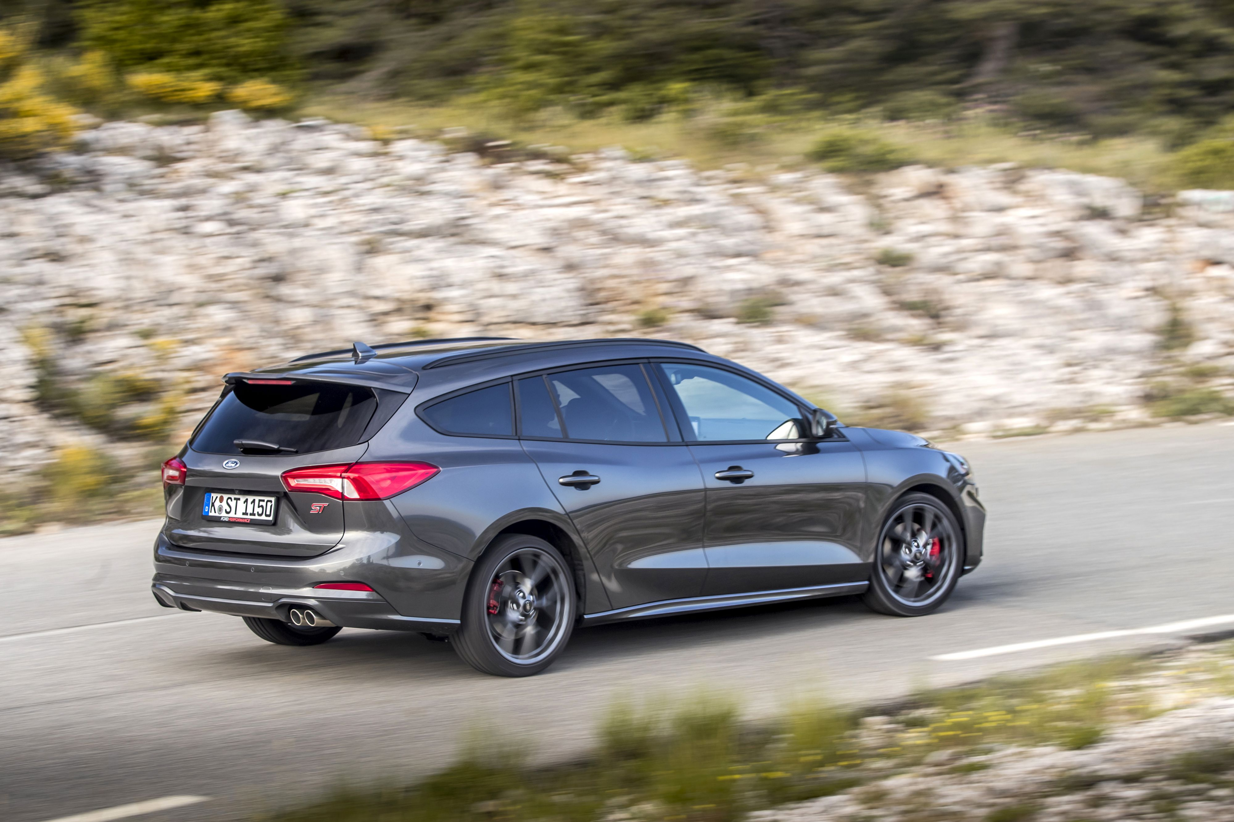 Ford Focus ST Wagon reviews specifications