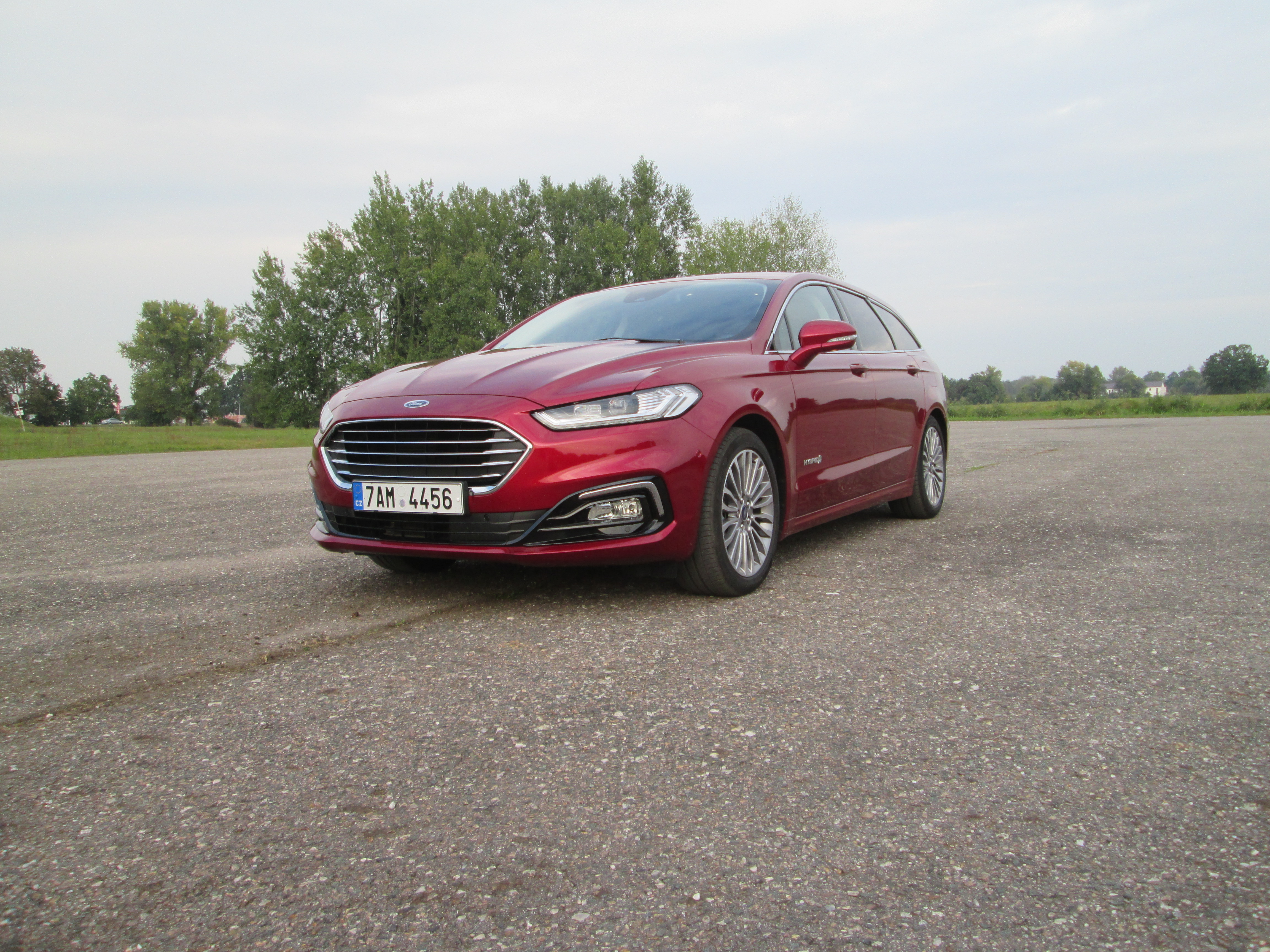 Ford Mondeo Wagon Hybrid reviews big
