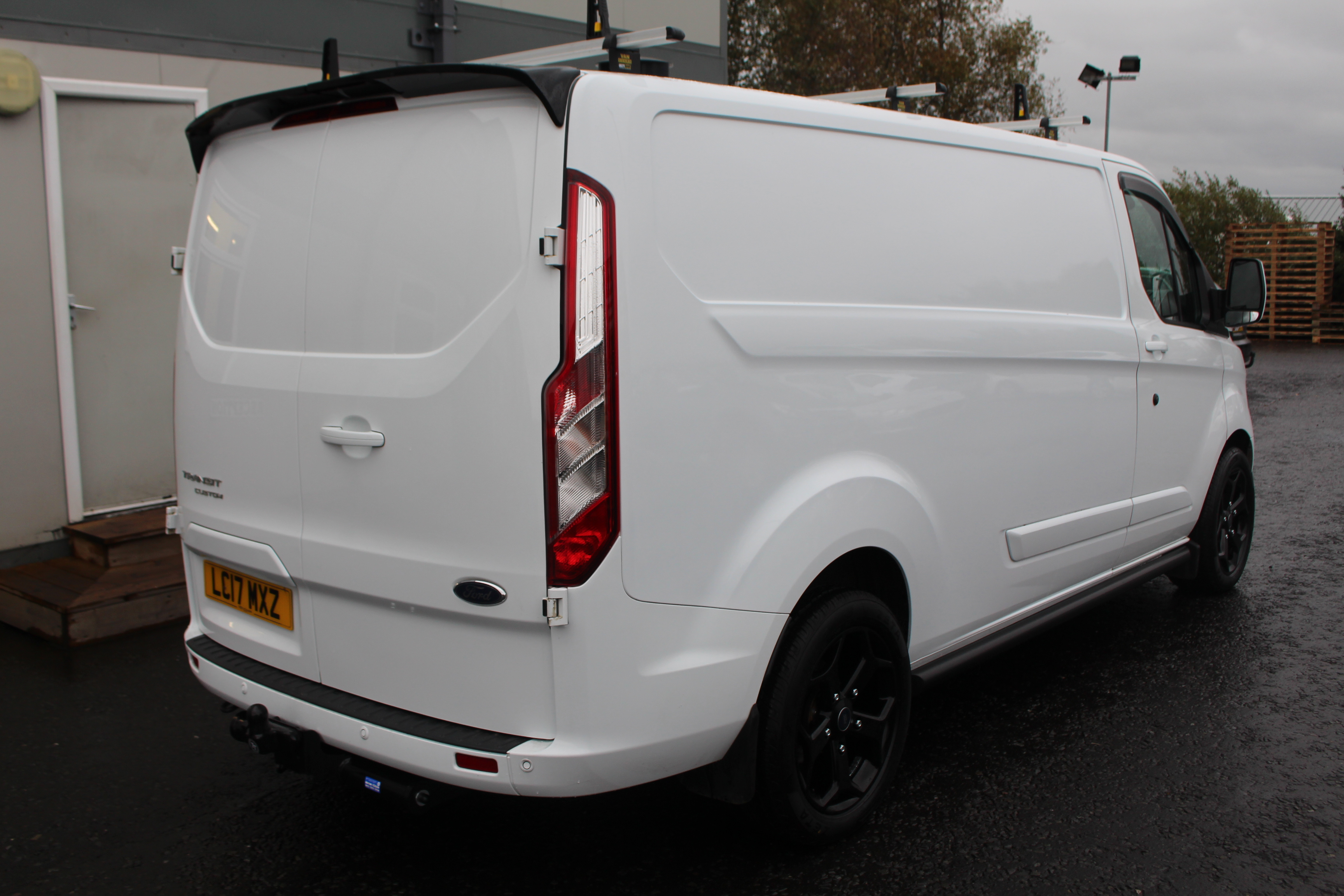 Ford Tourneo Custom modern specifications