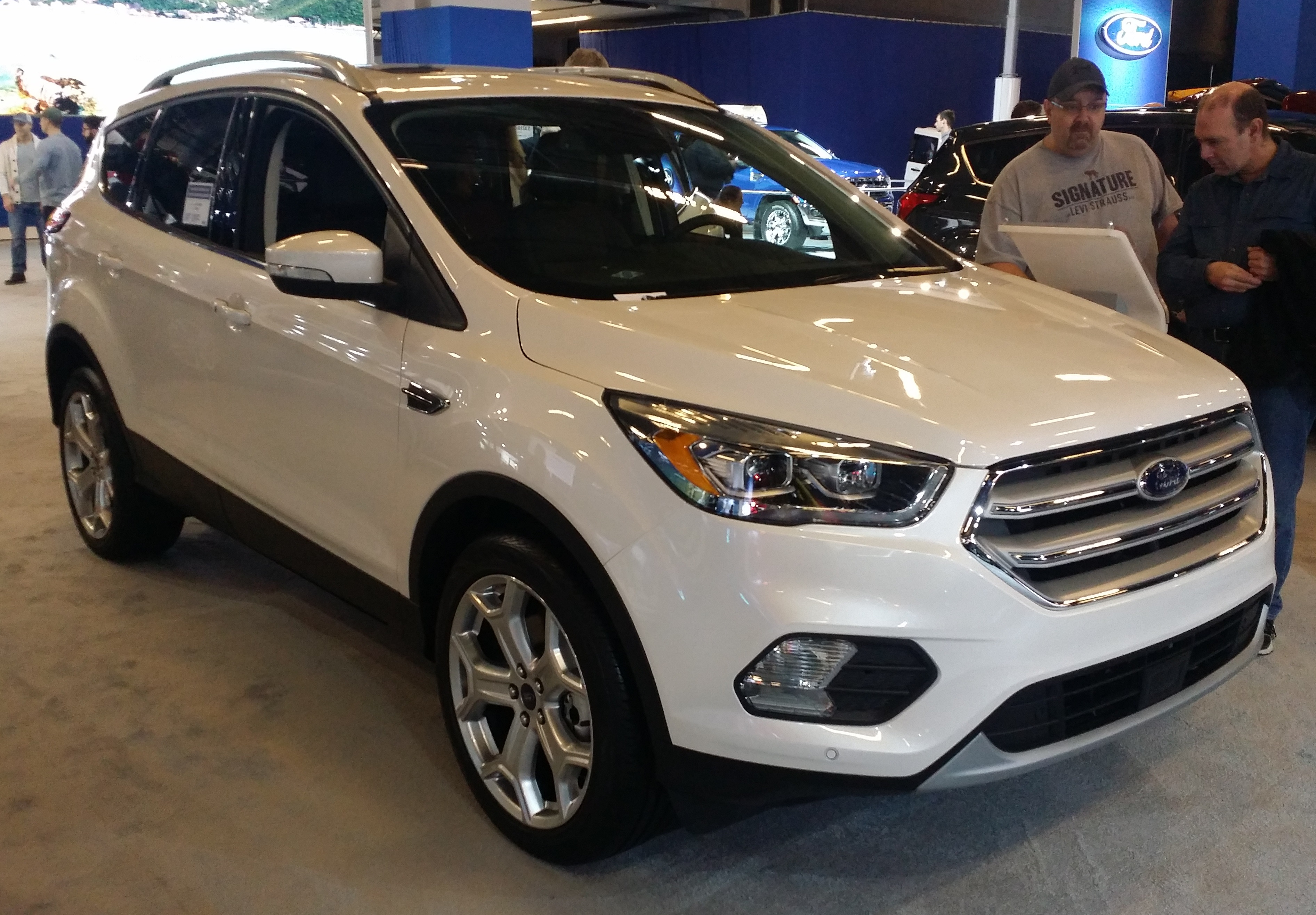 Ford Escape 4k big