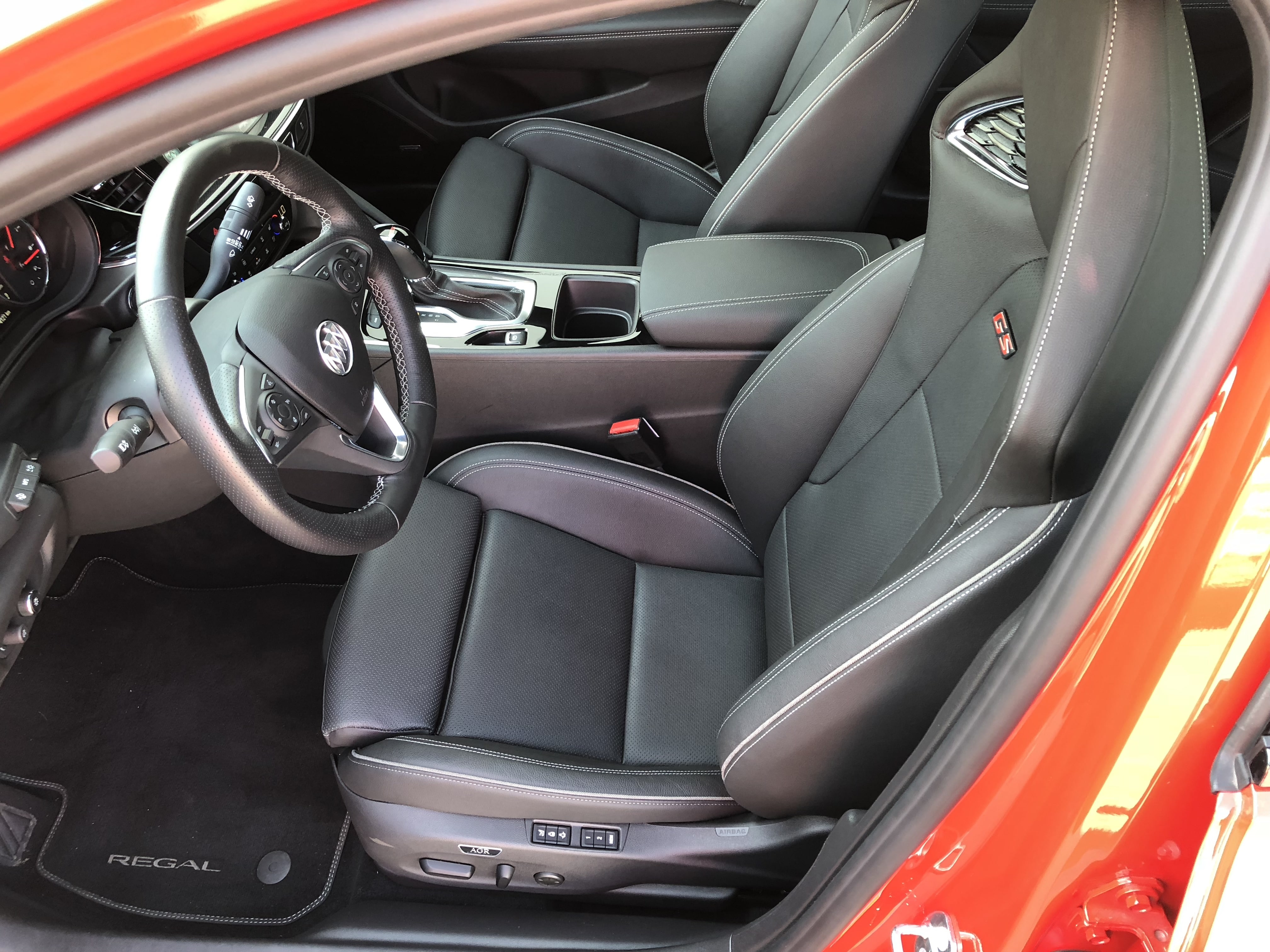 Buick Buick Regal Sportback interior specifications