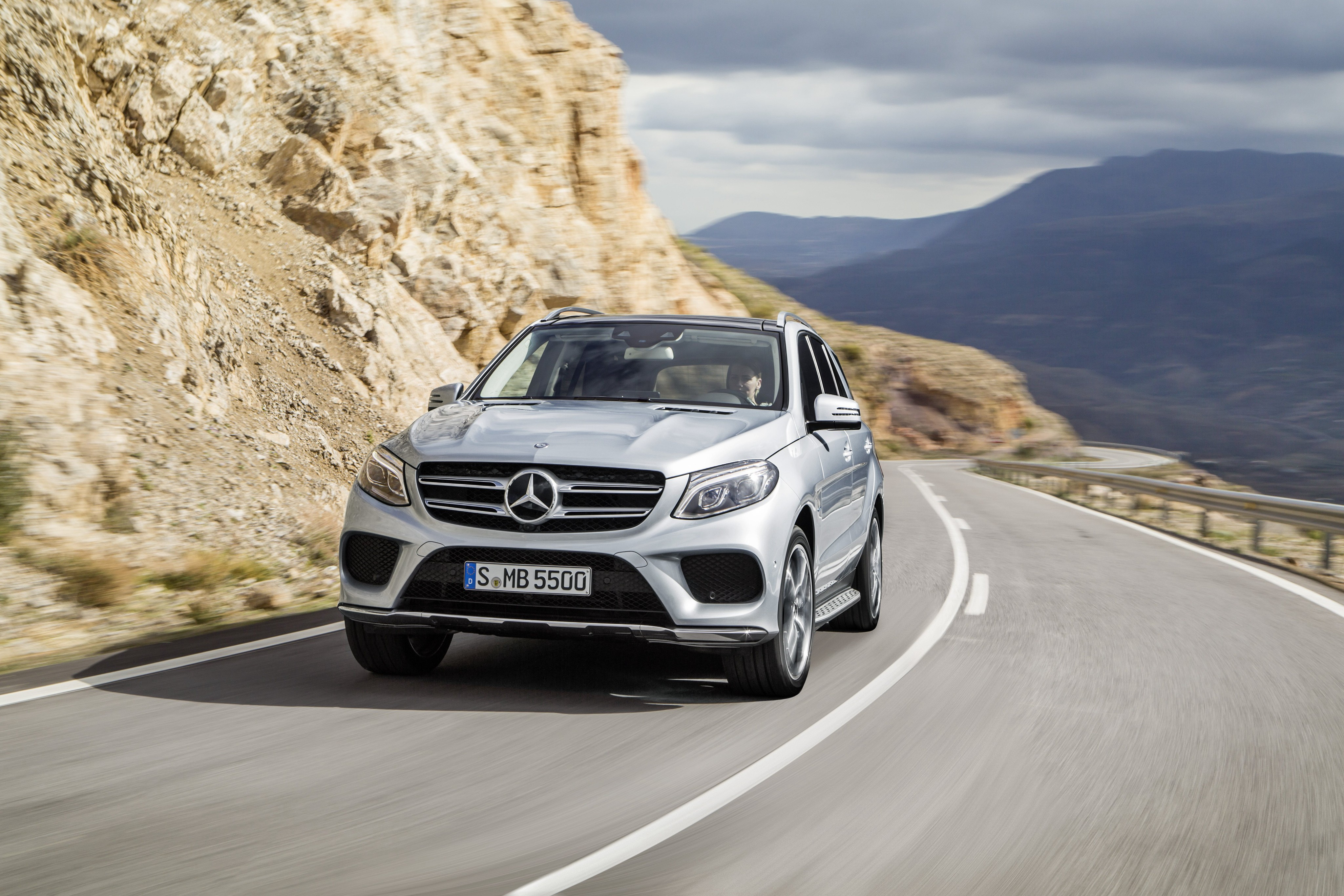 Mercedes GLE-Class SUV (W167) interior specifications