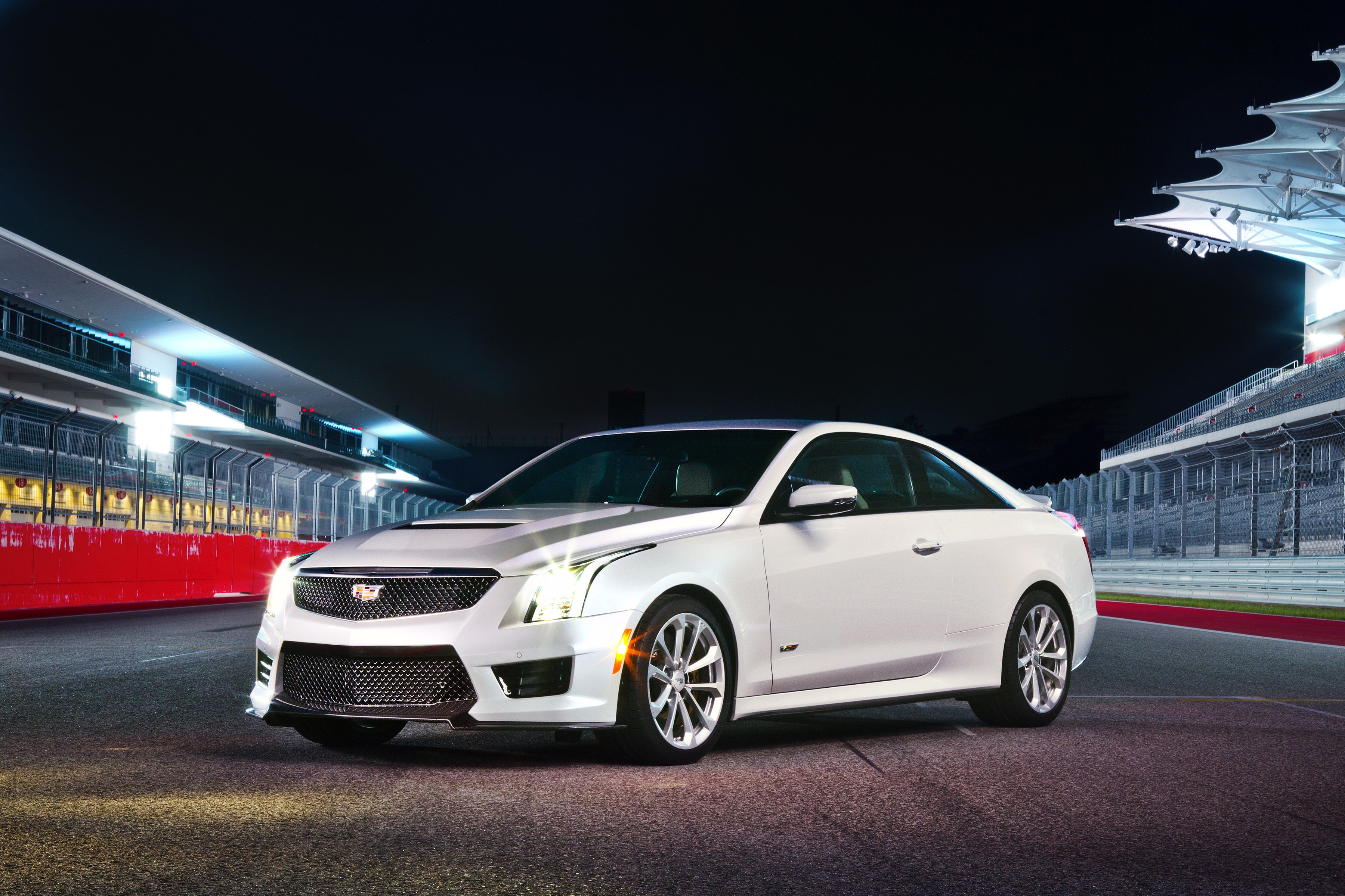 Cadillac CT6 reviews big
