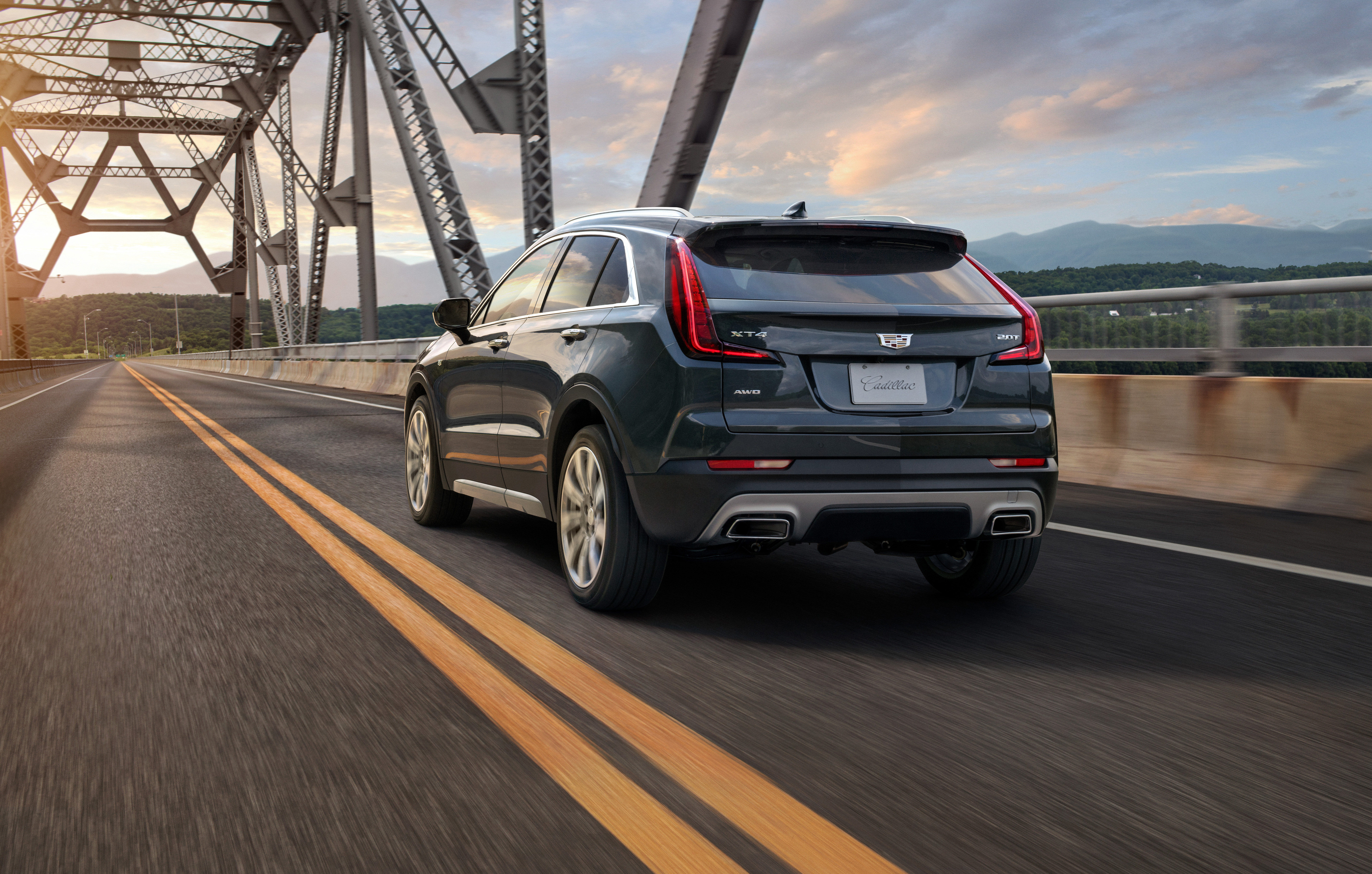 Cadillac XT4 reviews restyling