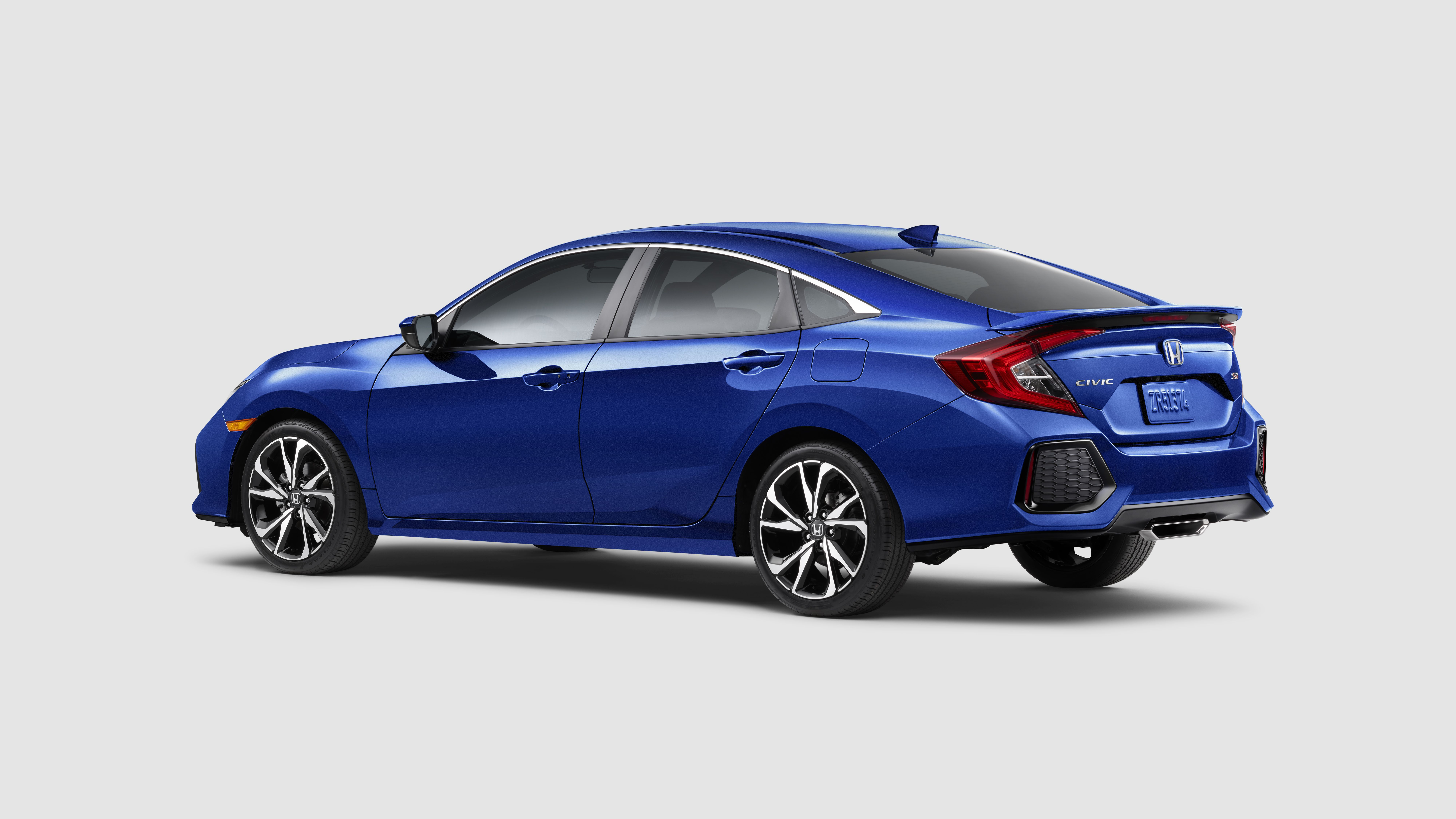Honda Civic Si Sedan reviews big