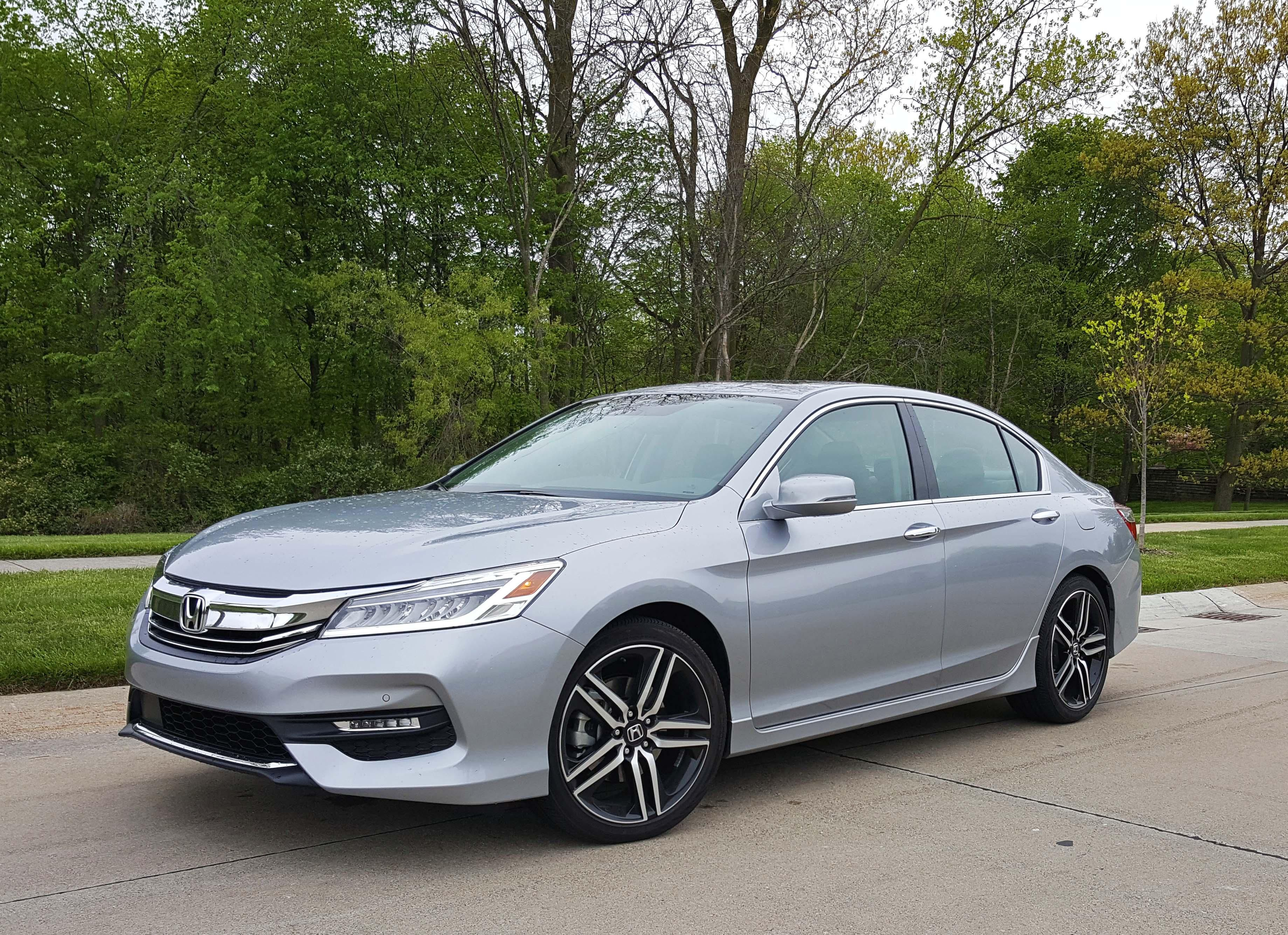 Honda Accord Sedan sedan big
