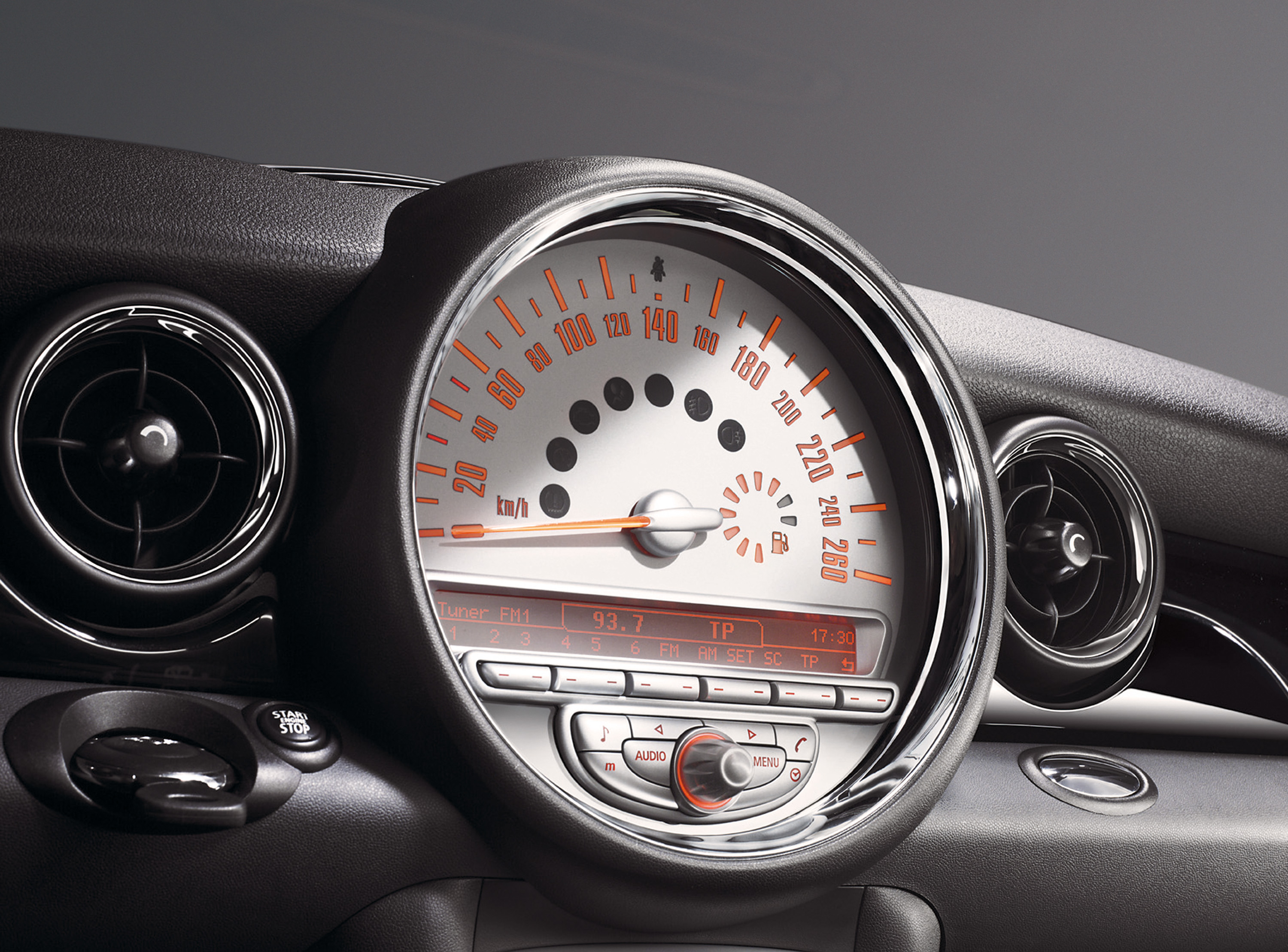 MINI John Cooper Works Clubman interior specifications