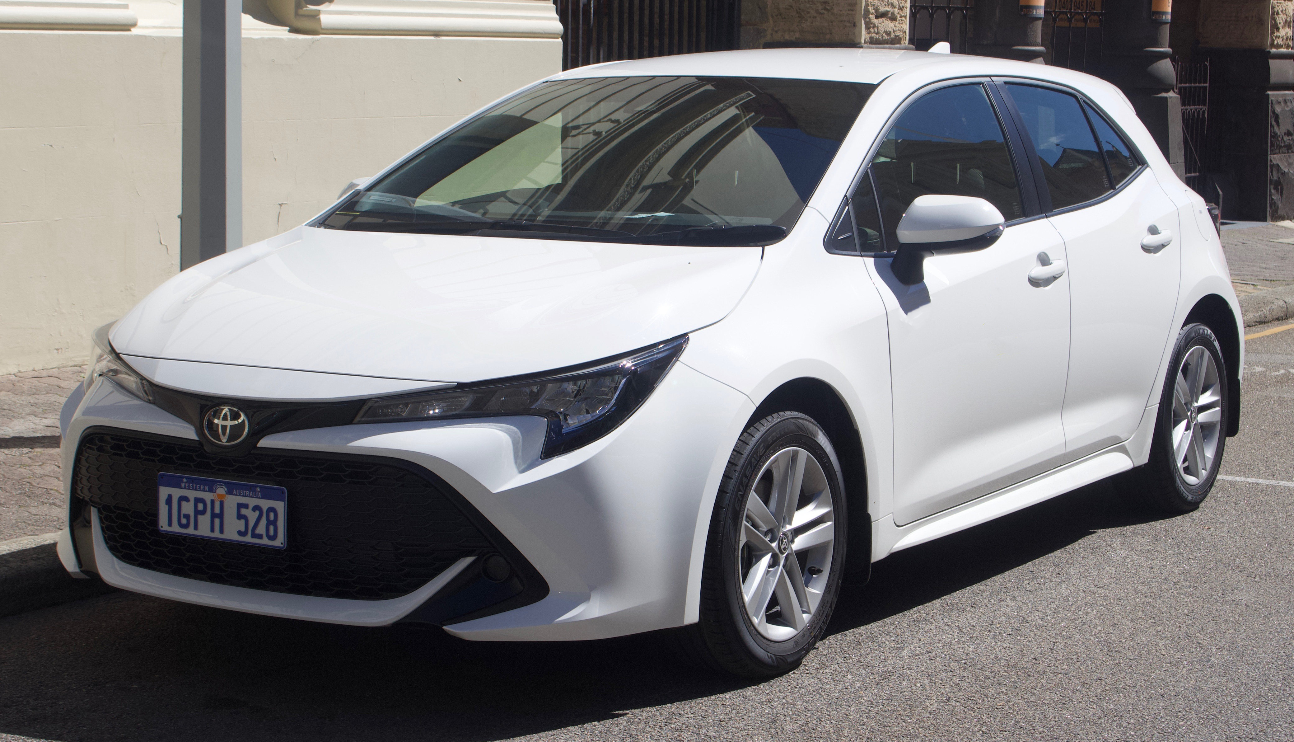 Toyota Corolla Hatchback Hybrid reviews 2019