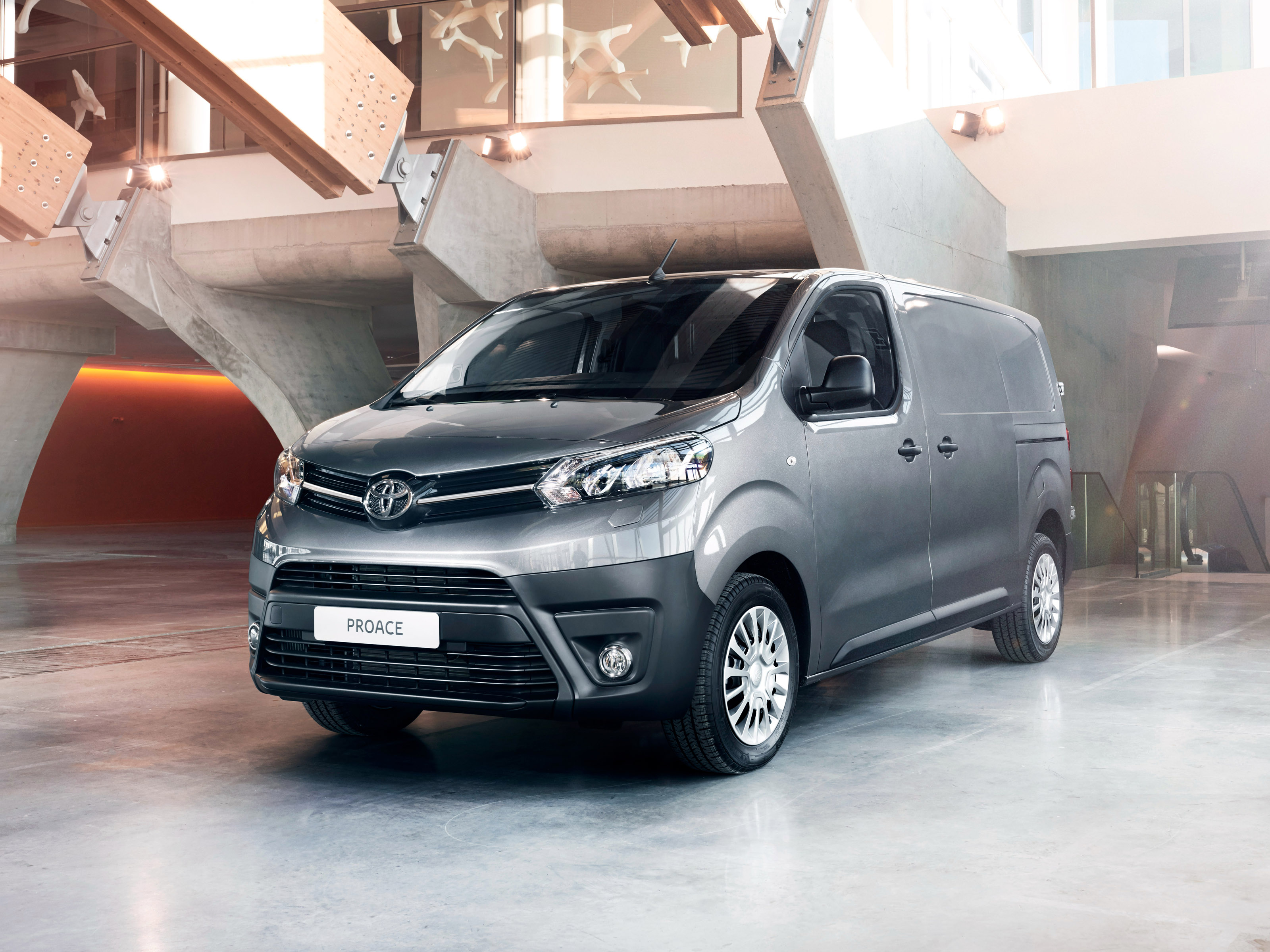 Toyota Proace reviews model