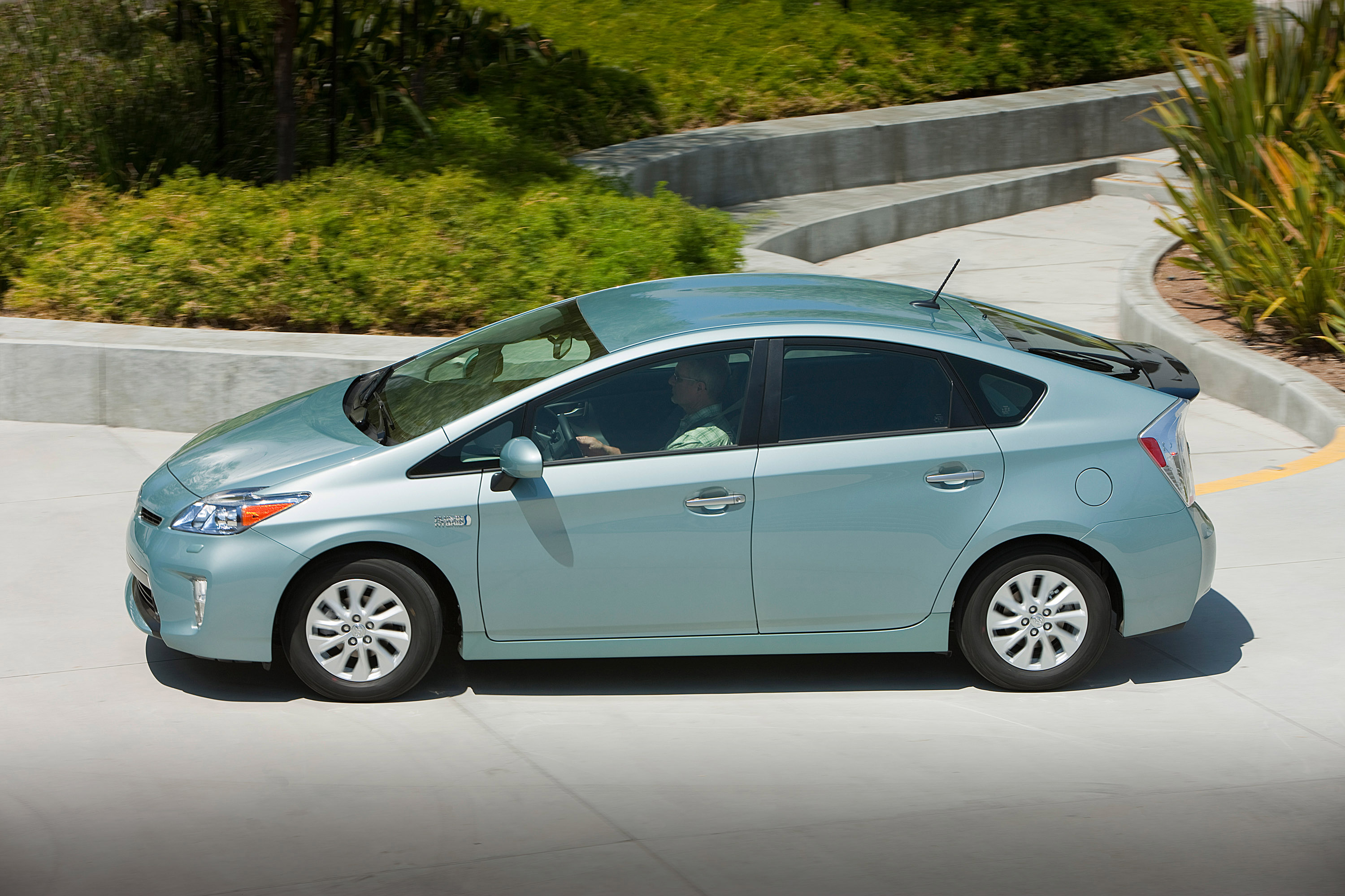 Toyota Prius Plug-in Hybrid reviews 2016