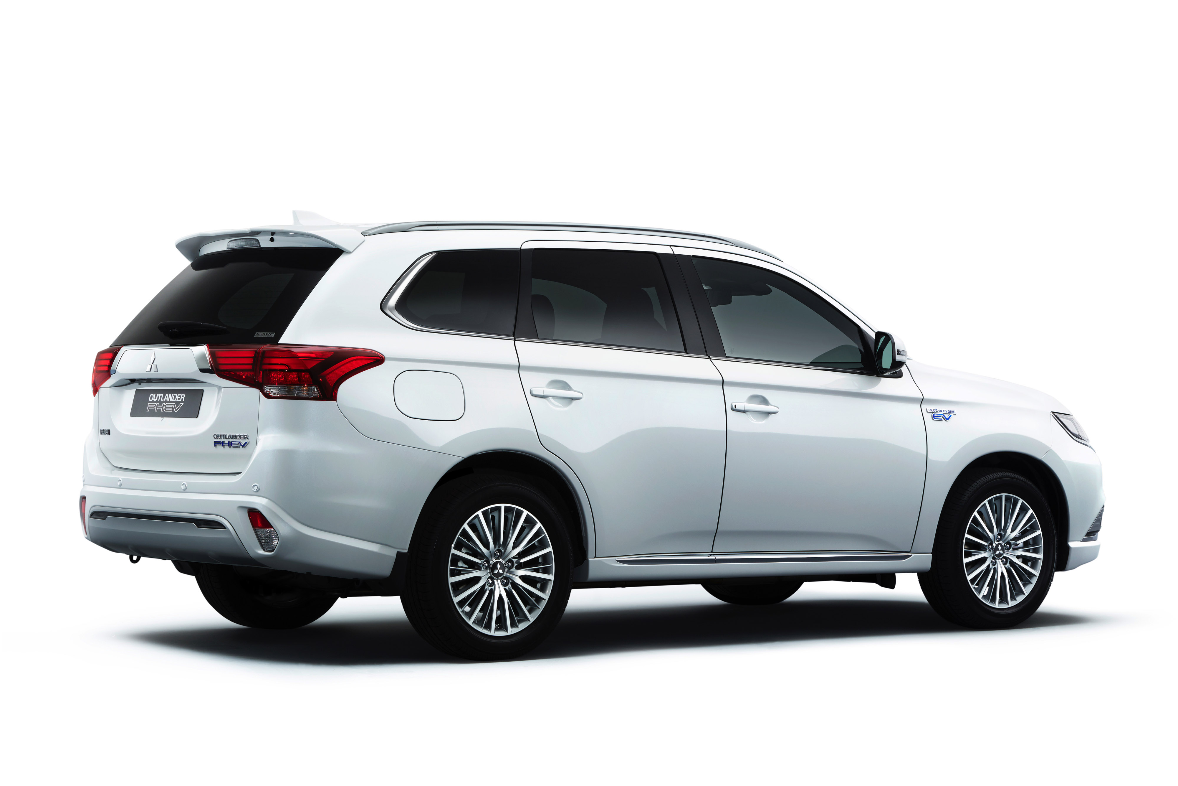 Mitsubishi Outlander PHEV reviews model