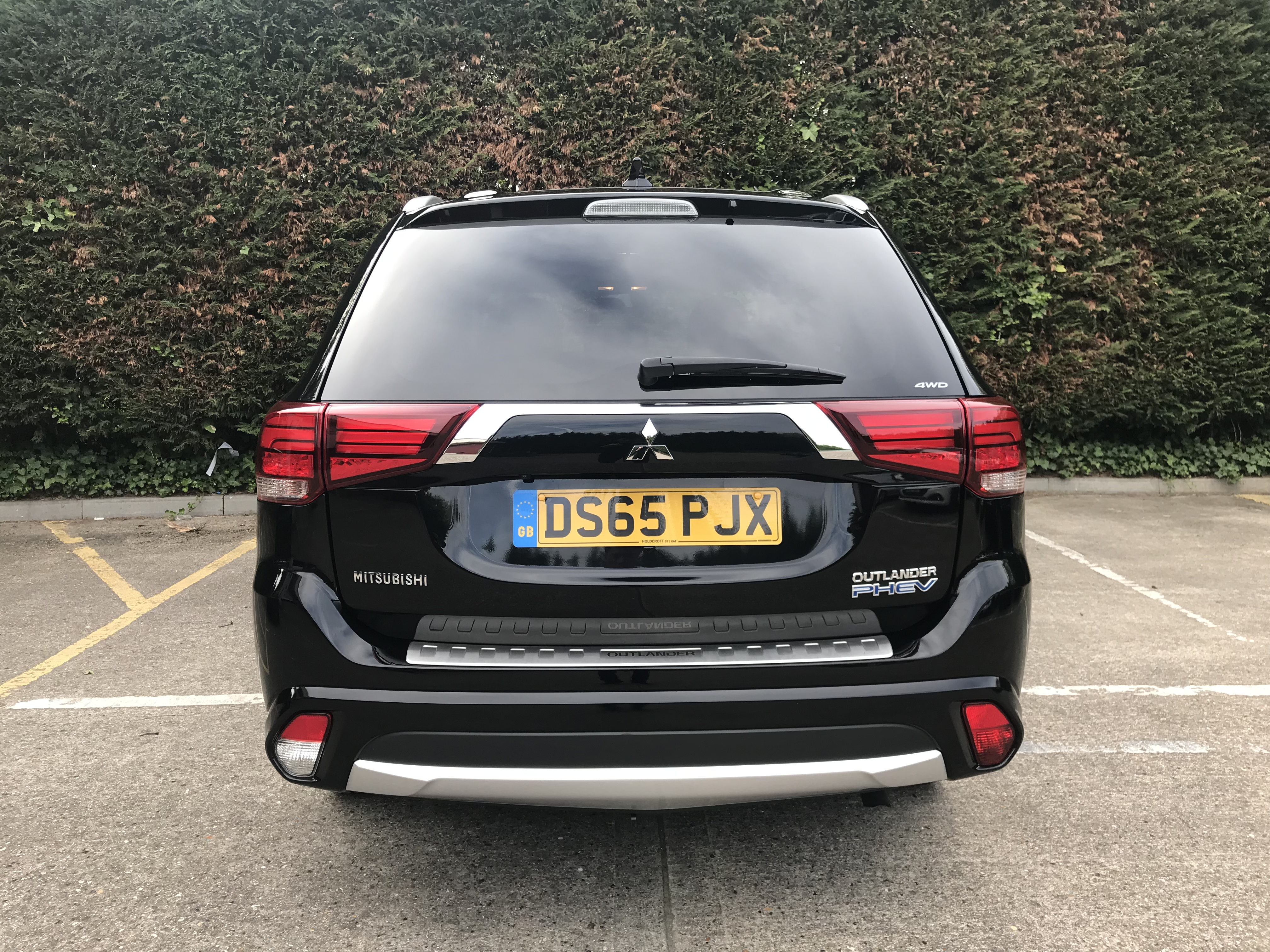 Mitsubishi Outlander PHEV reviews 2018