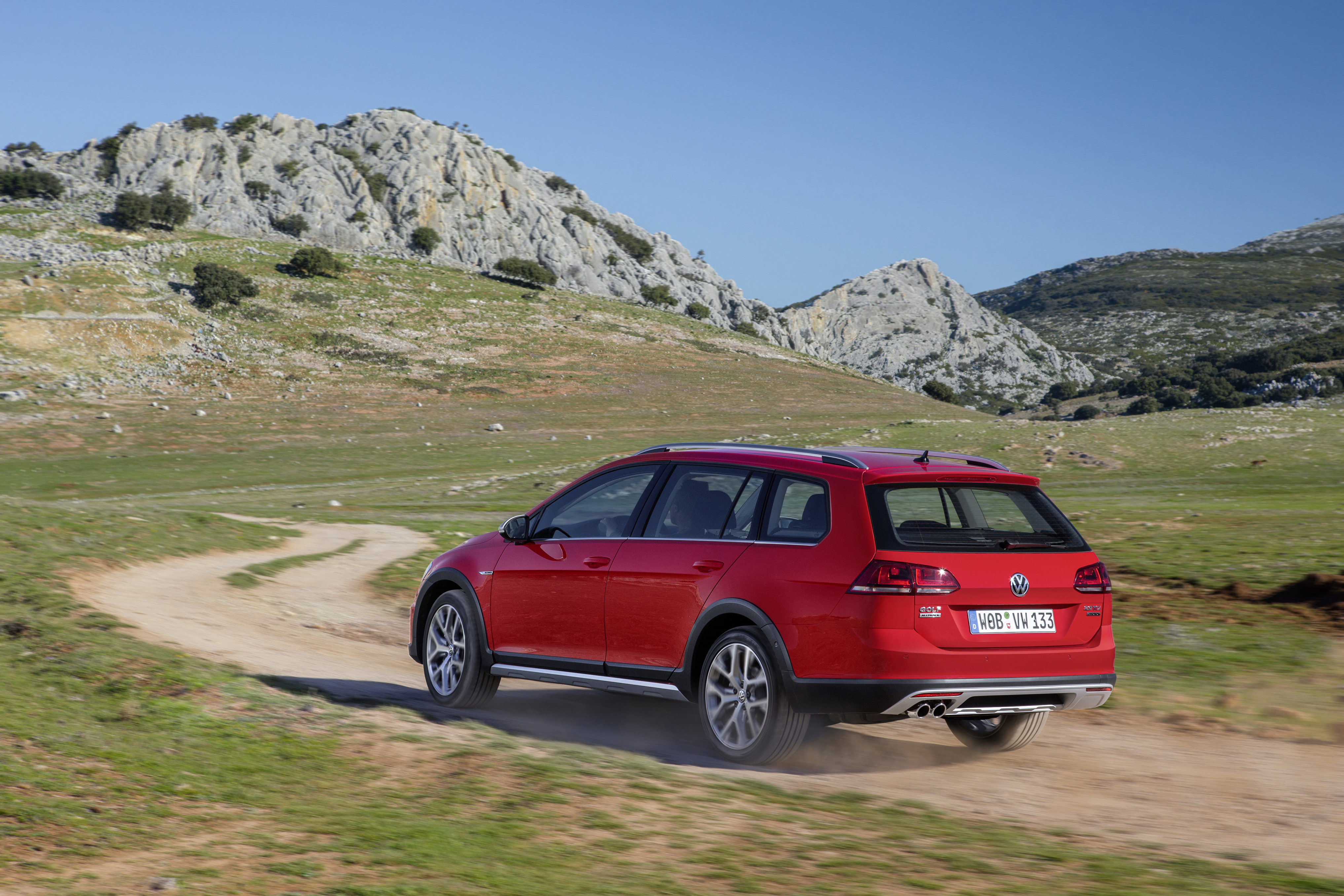 Volkswagen Golf Alltrack modern specifications