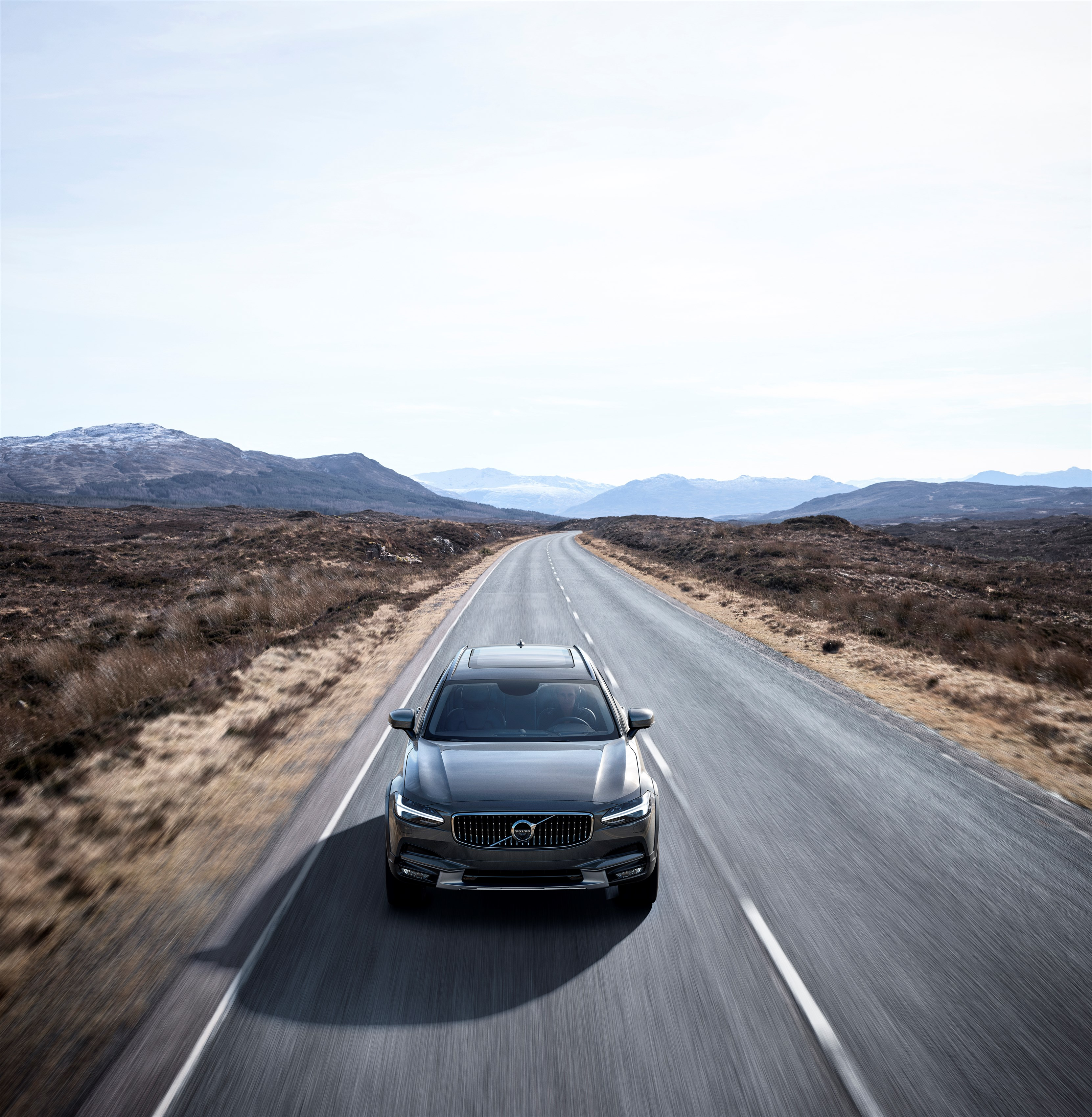 Volvo V90 Cross Country wagon photo