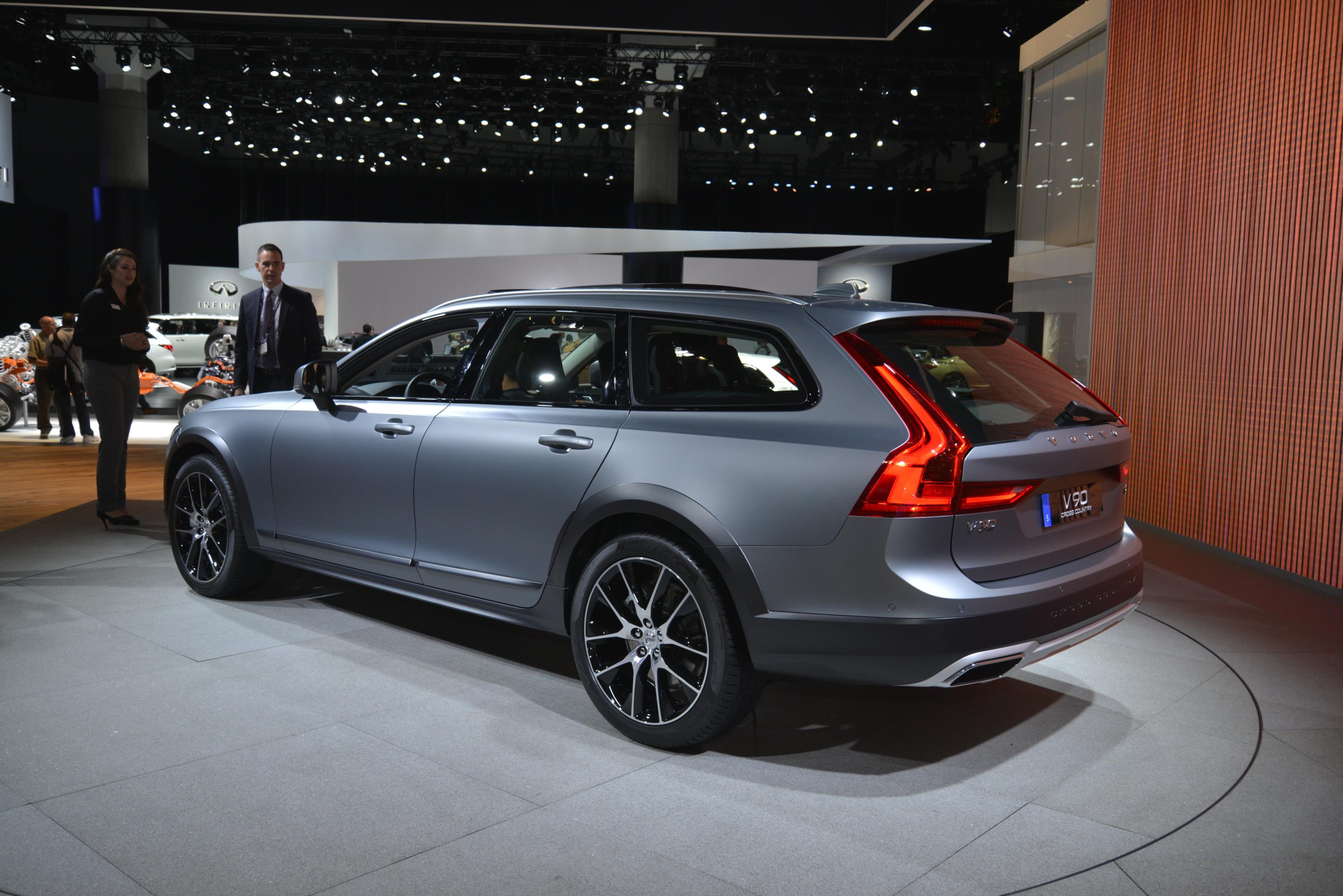 Volvo V90 Cross Country accessories big