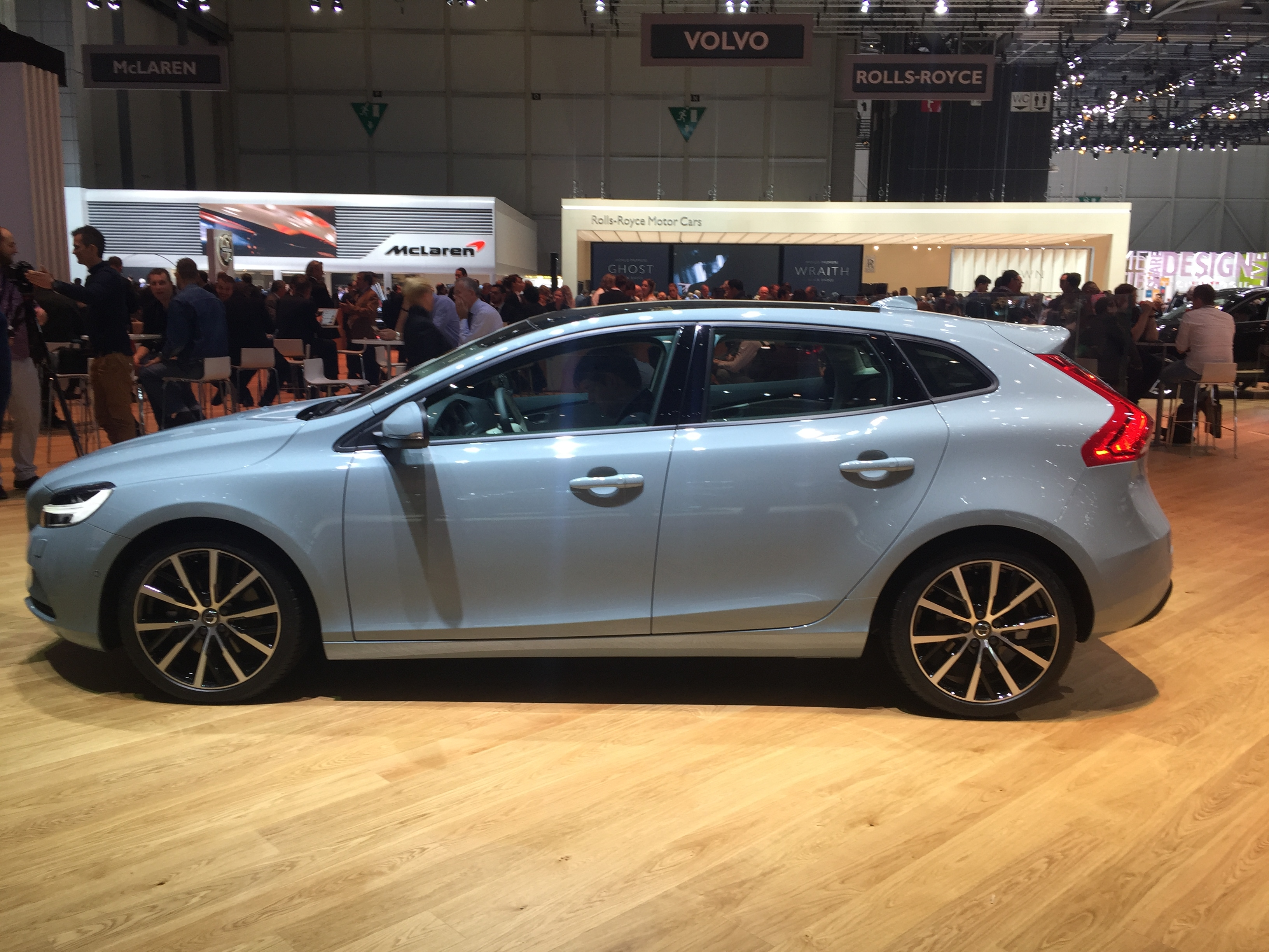 Volvo V40 hatchback big