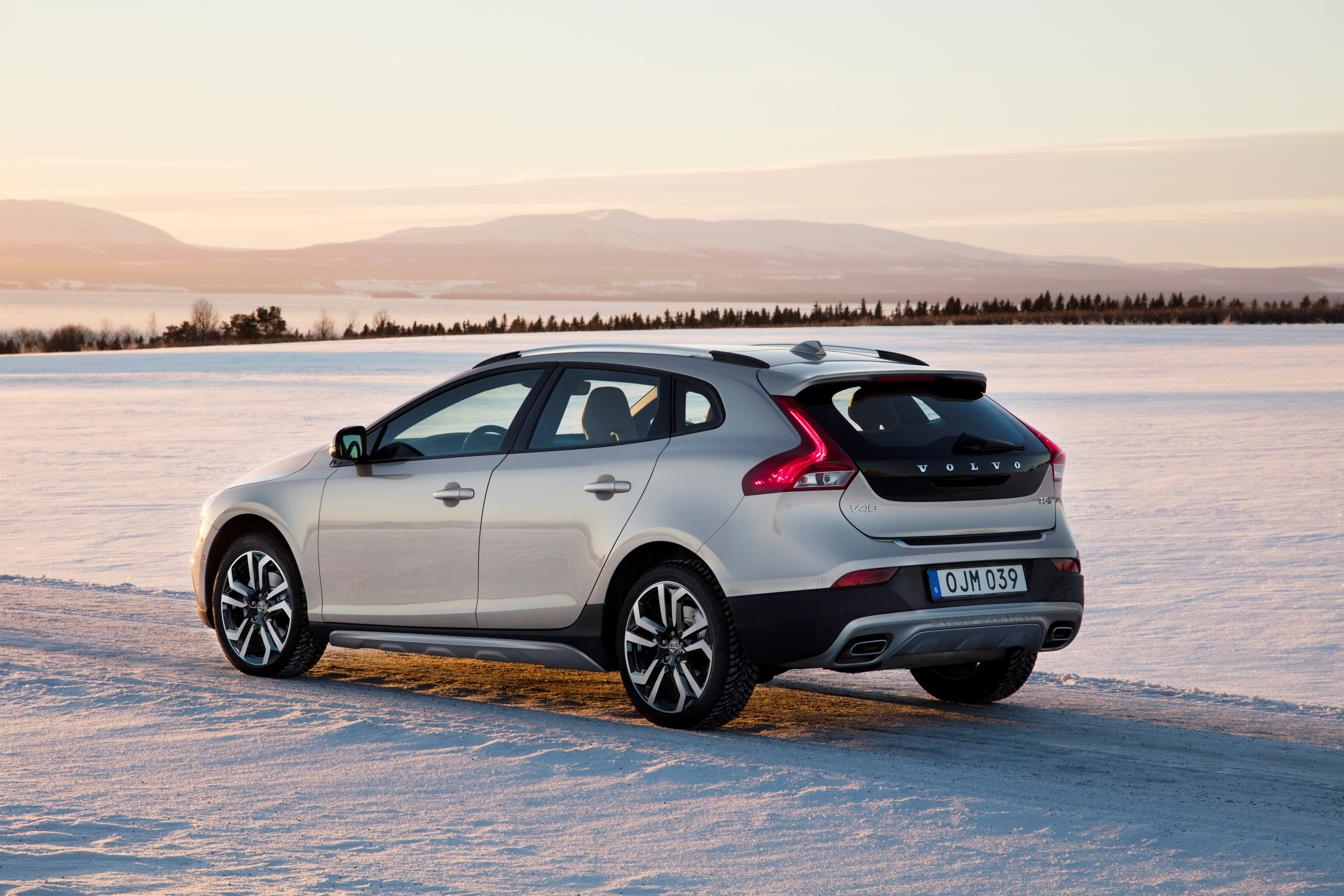 Volvo V40 Cross Country modern big