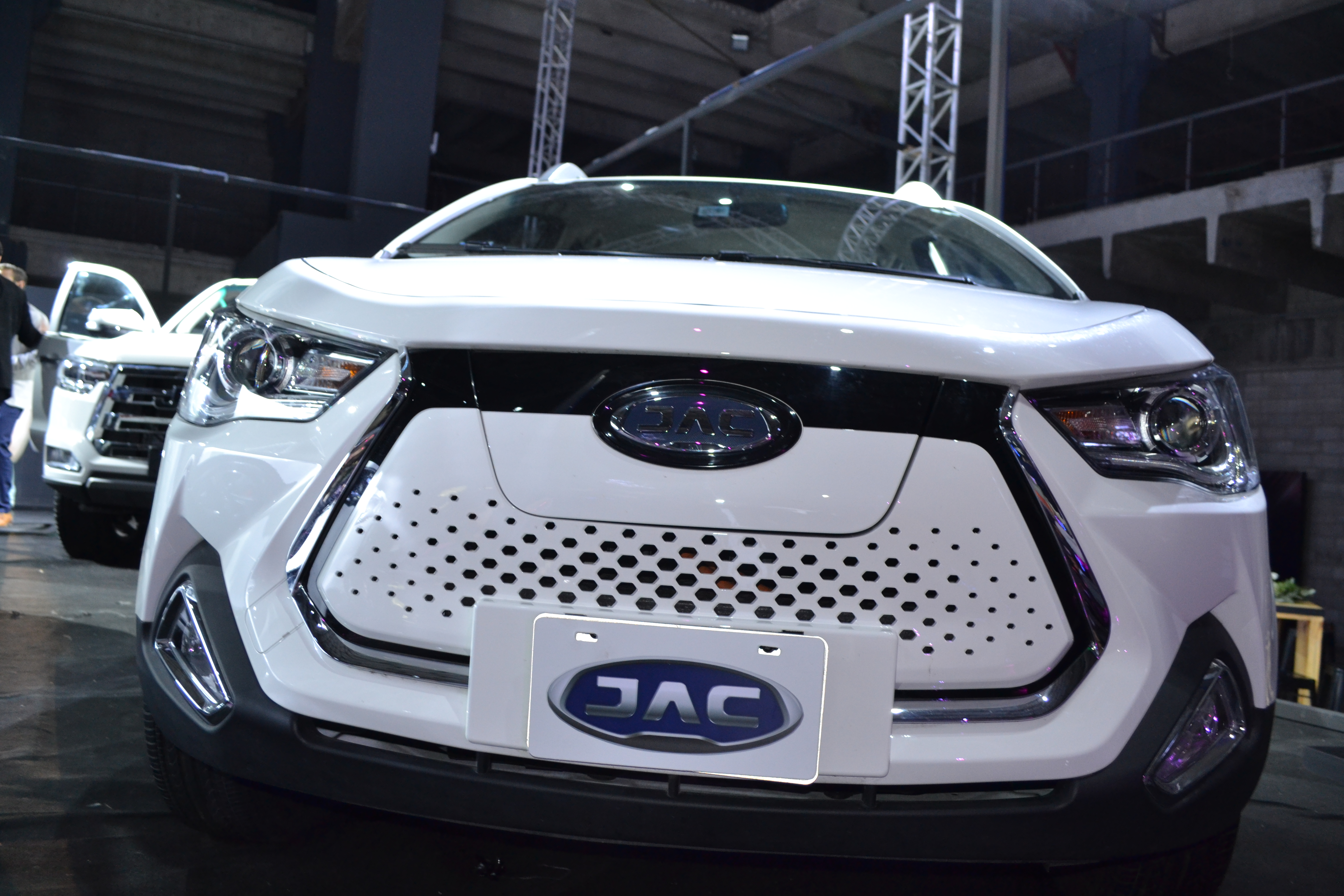 JAC T8 modern specifications