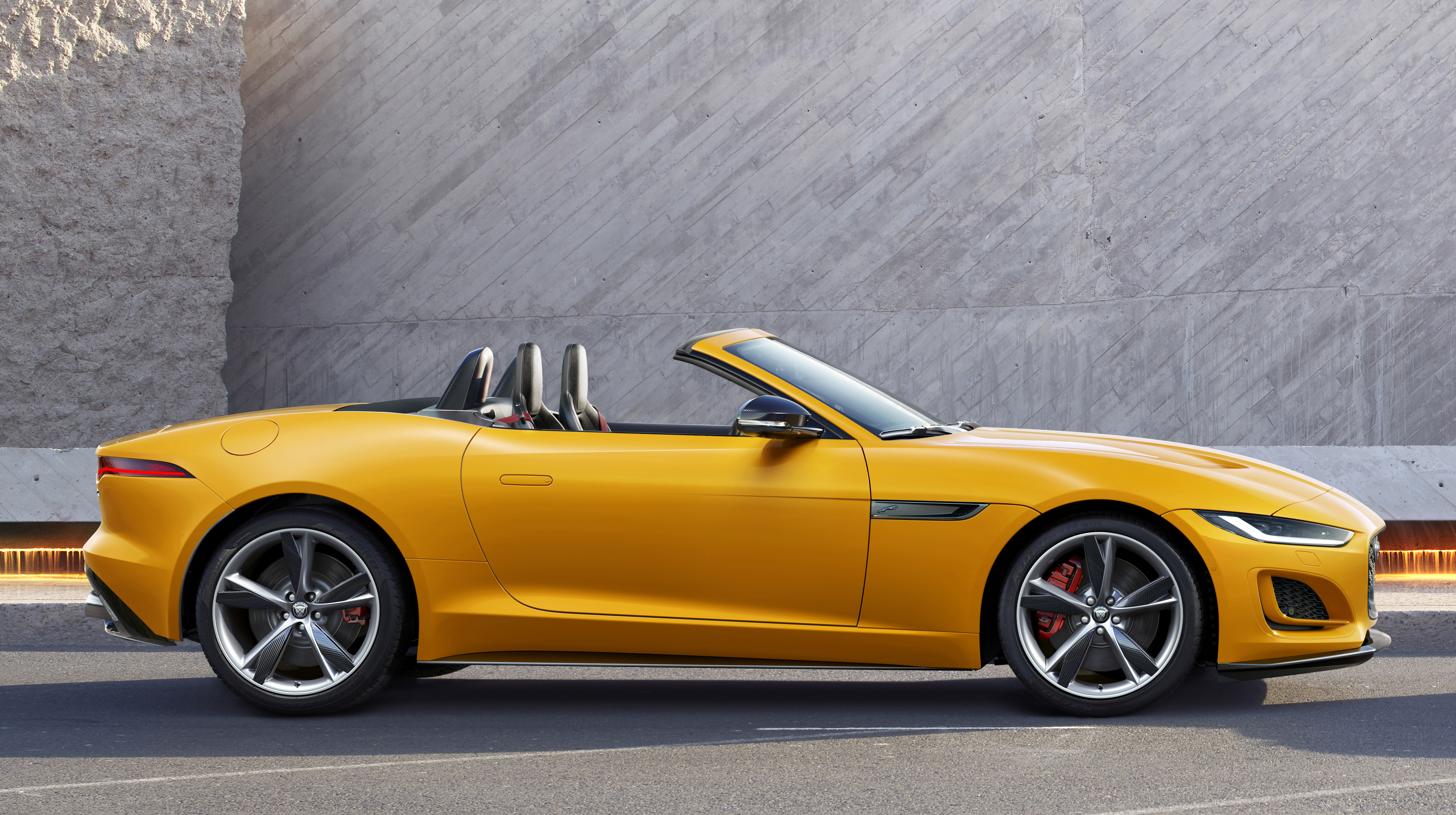 Jaguar F-Type Convertible mod specifications