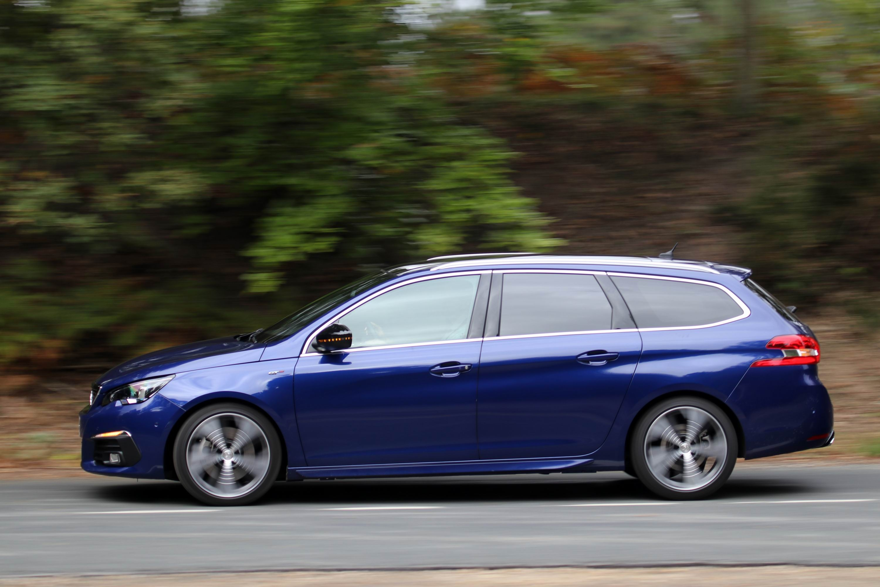Peugeot 308 SW accessories specifications