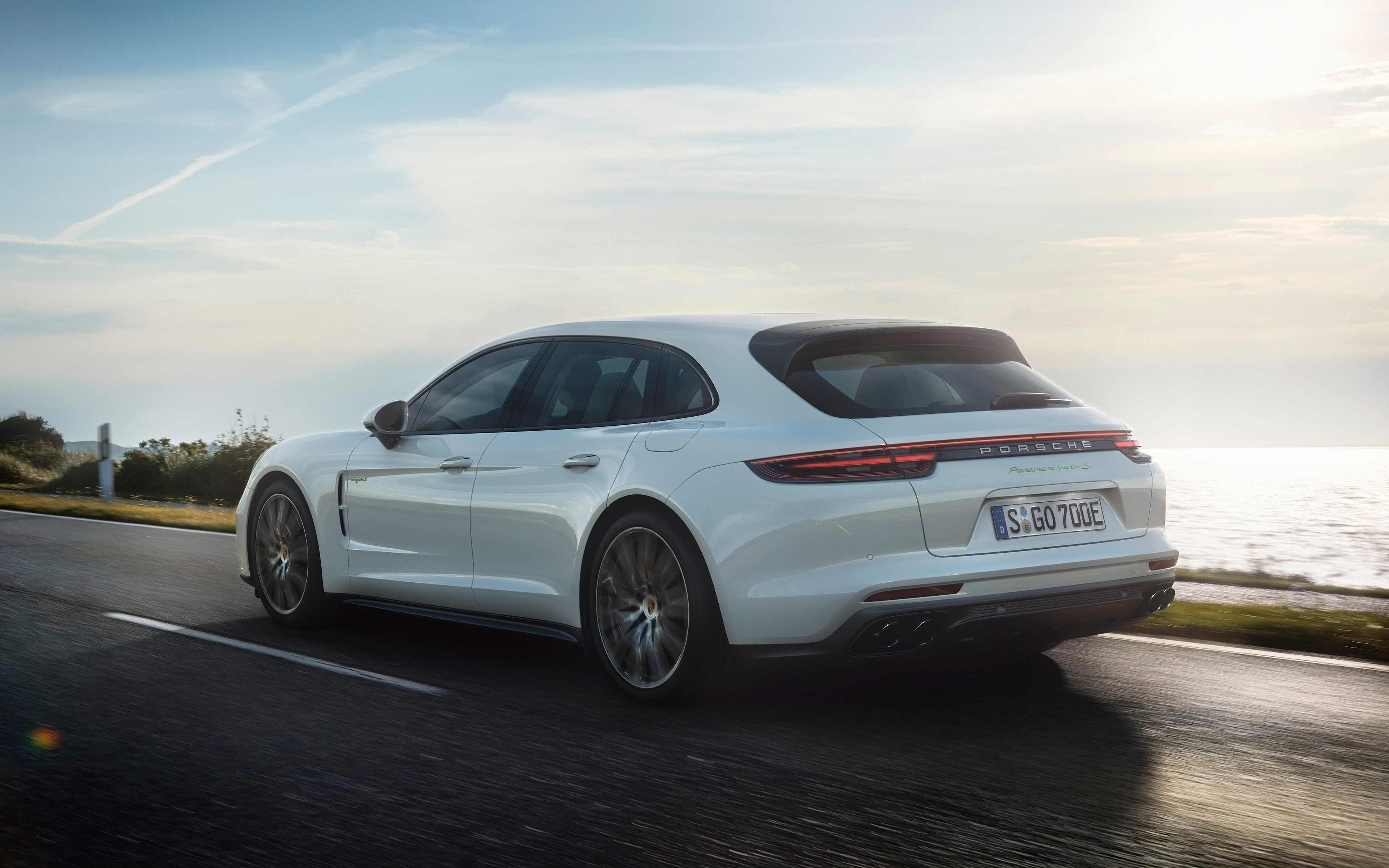 Porsche Panamera Turbo Sport Turismo 4k specifications