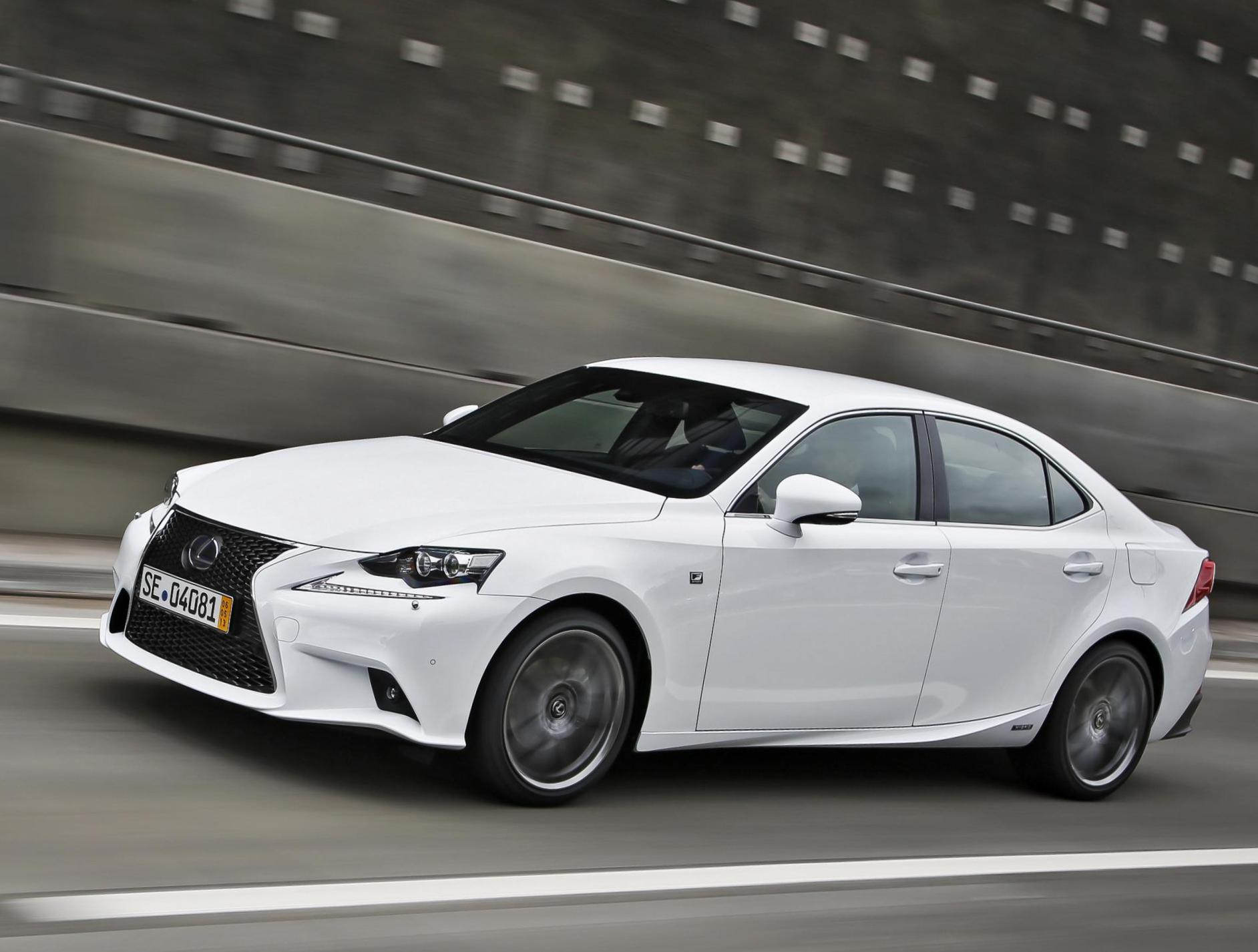 Lexus IS 300h Photos and Specs. Photo: Lexus IS 300h reviews and 29