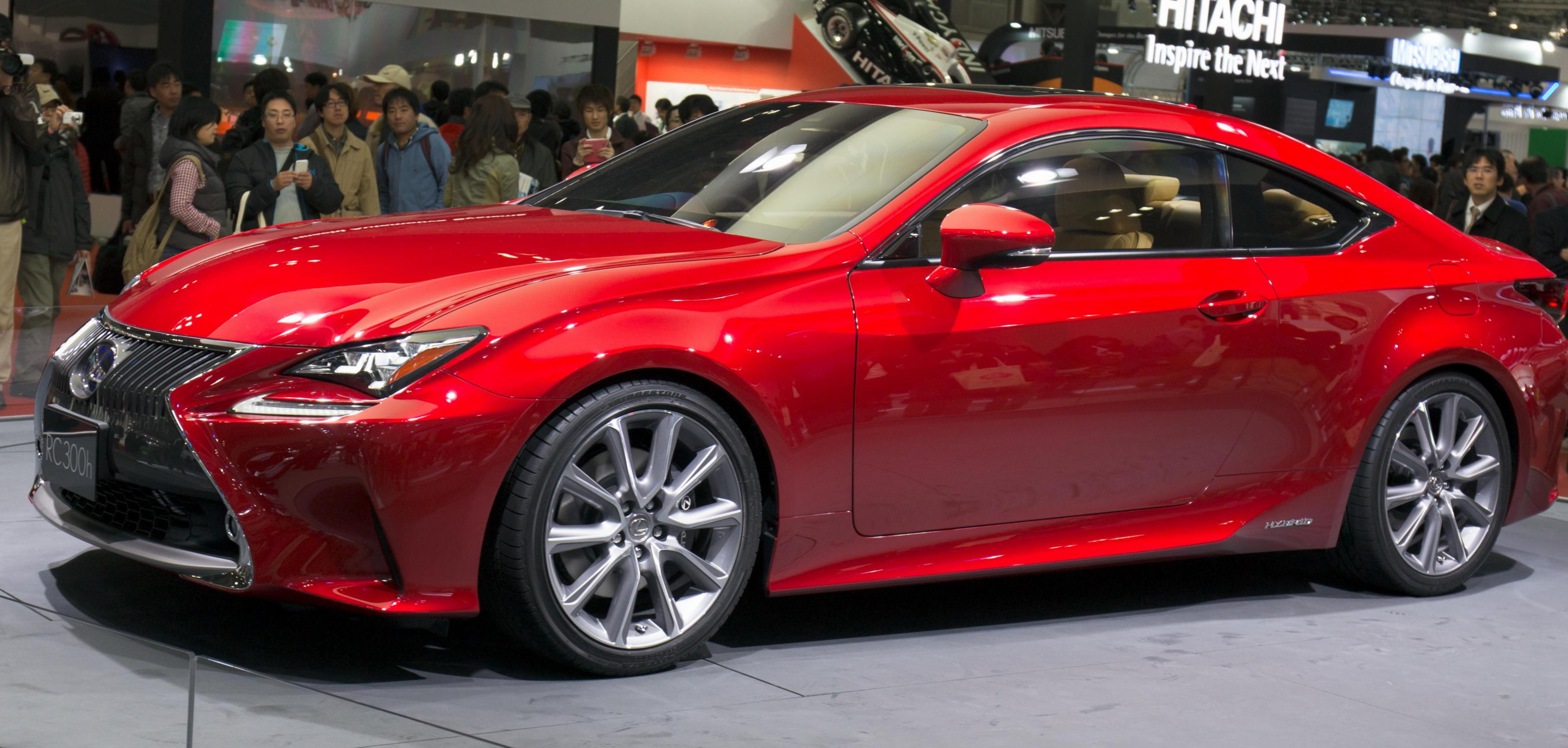 Lexus IS 300h Specifications 2014