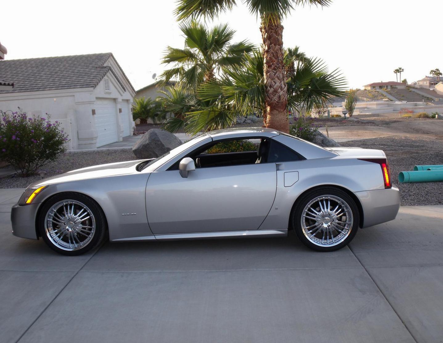 Cadillac XLR Photos and Specs. Photo: XLR Cadillac price and 26 ...