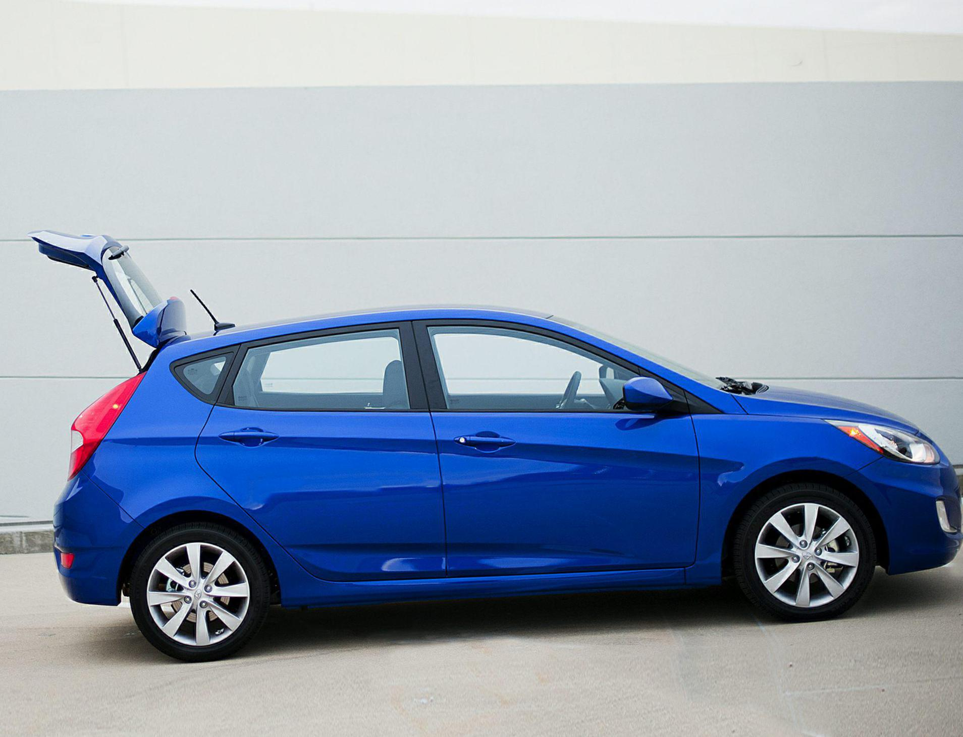 Hyundai Accent Hatchback Specification 2010