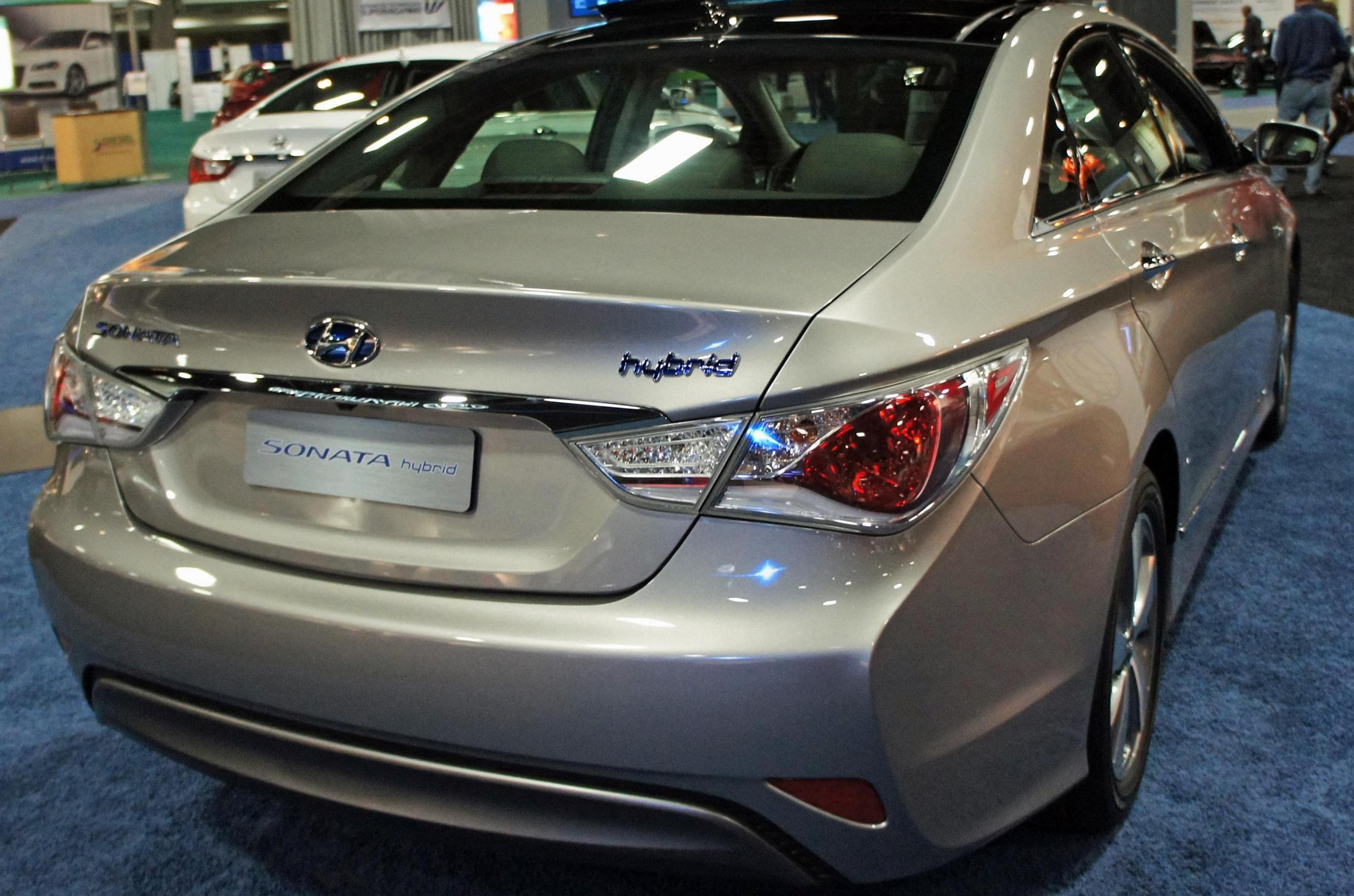 hyundai sonata hybrid photos and specs photo sonata hybrid hyundai reviews and 23 perfect. Black Bedroom Furniture Sets. Home Design Ideas