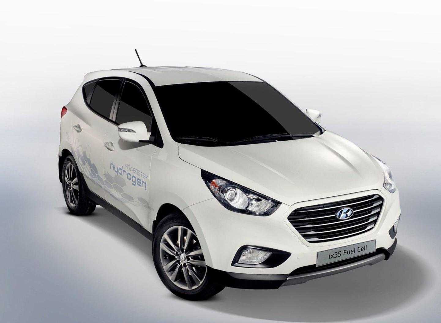 Hyundai ix35 Fuel Cell Photos and Specs  Photo: Hyundai ix35 Fuel