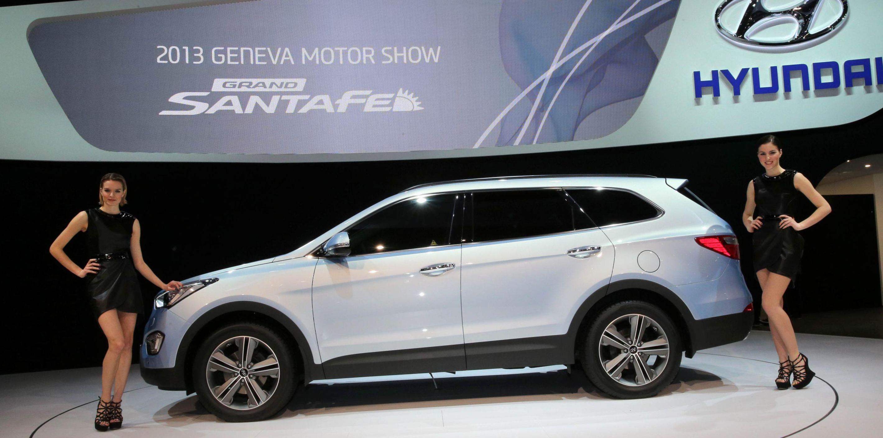Grand Santa Fe Hyundai approved sedan