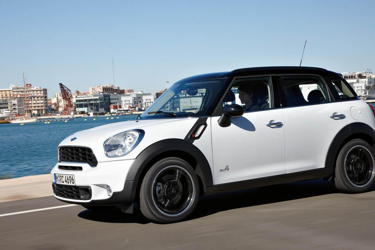 MINI Cooper Countryman model sedan