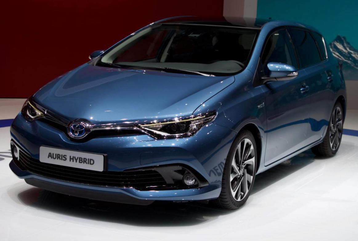 Toyota Auris Hybrid Photos And Specs Photo Auris Hybrid