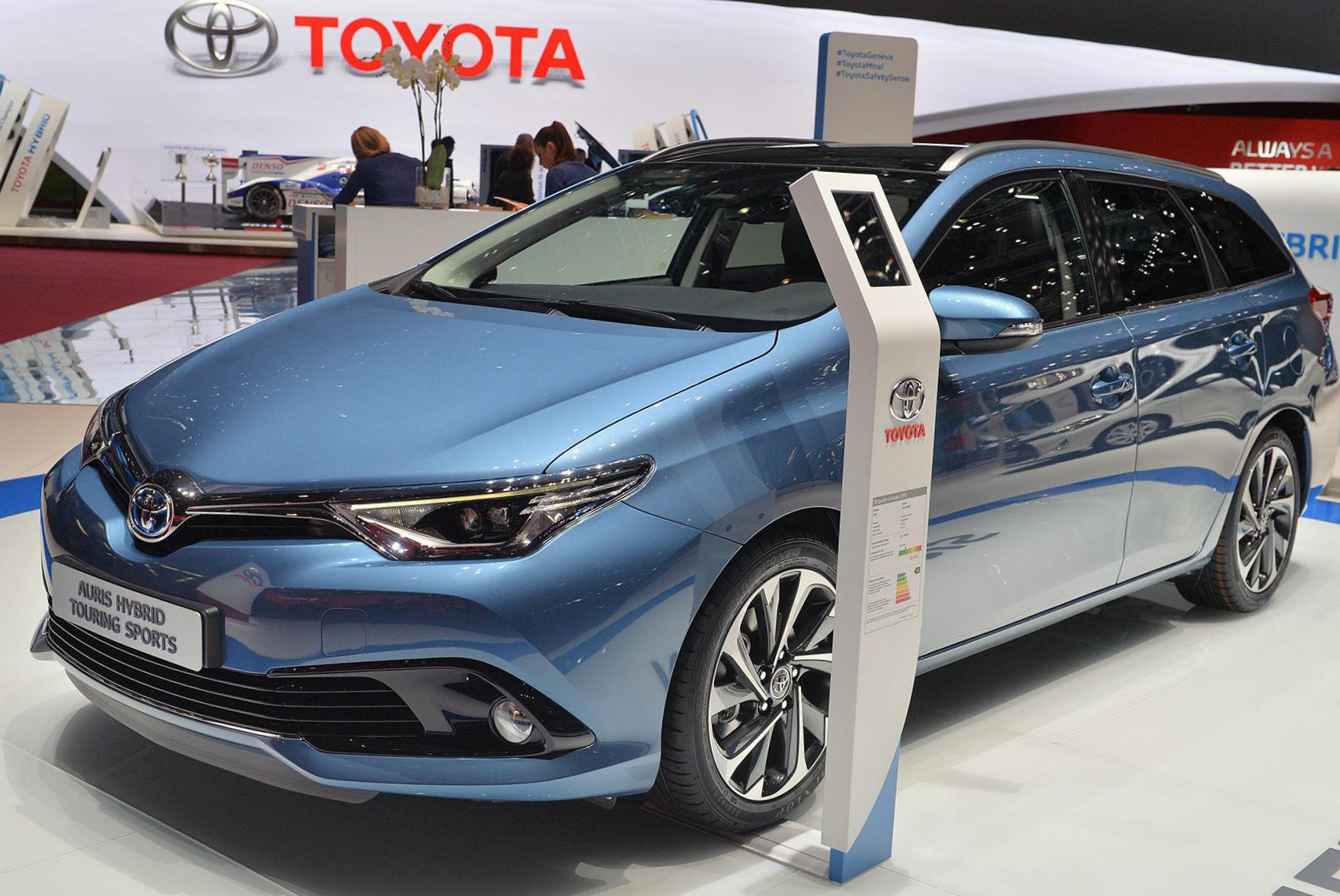 Toyota Auris Hybrid reviews suv