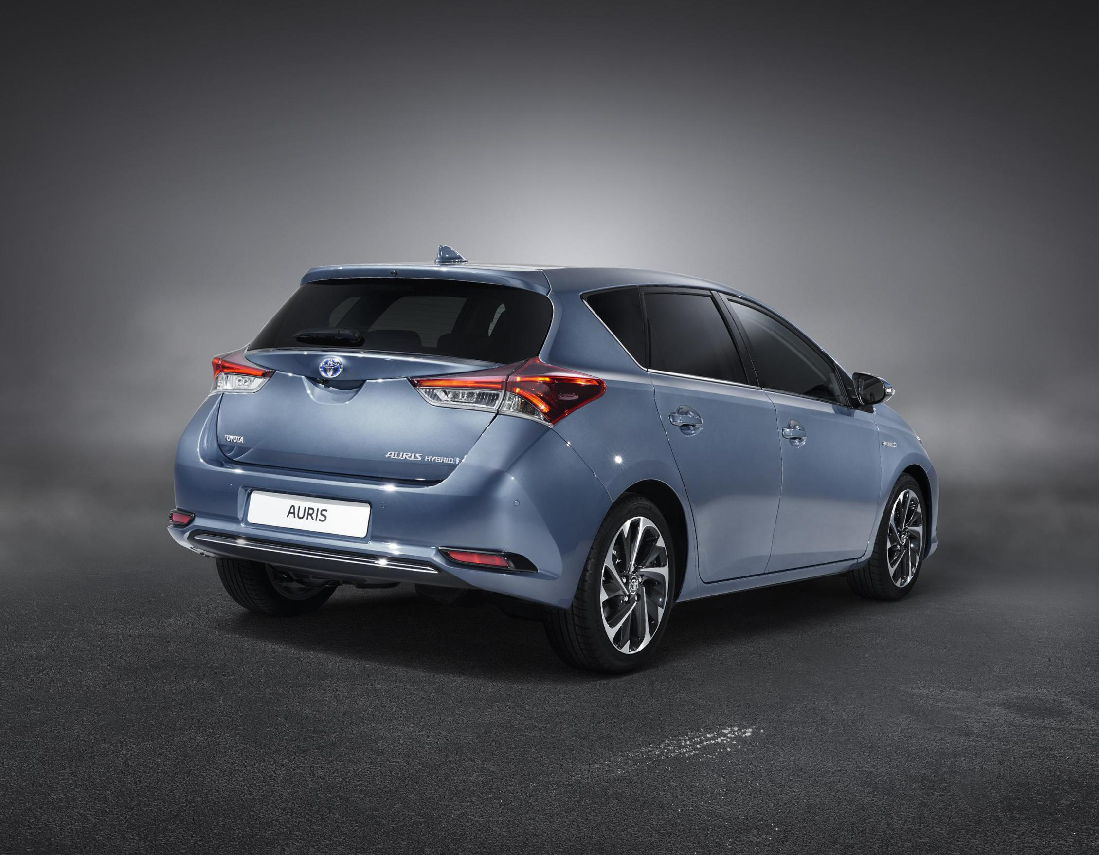 Toyota Auris Hybrid Specification 2010