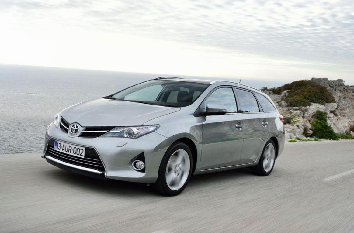 Toyota Auris Touring Sports Hybrid cost 2014