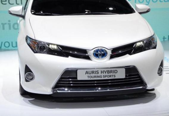 toyota auris touring sports hybrid photos and specs photo. Black Bedroom Furniture Sets. Home Design Ideas