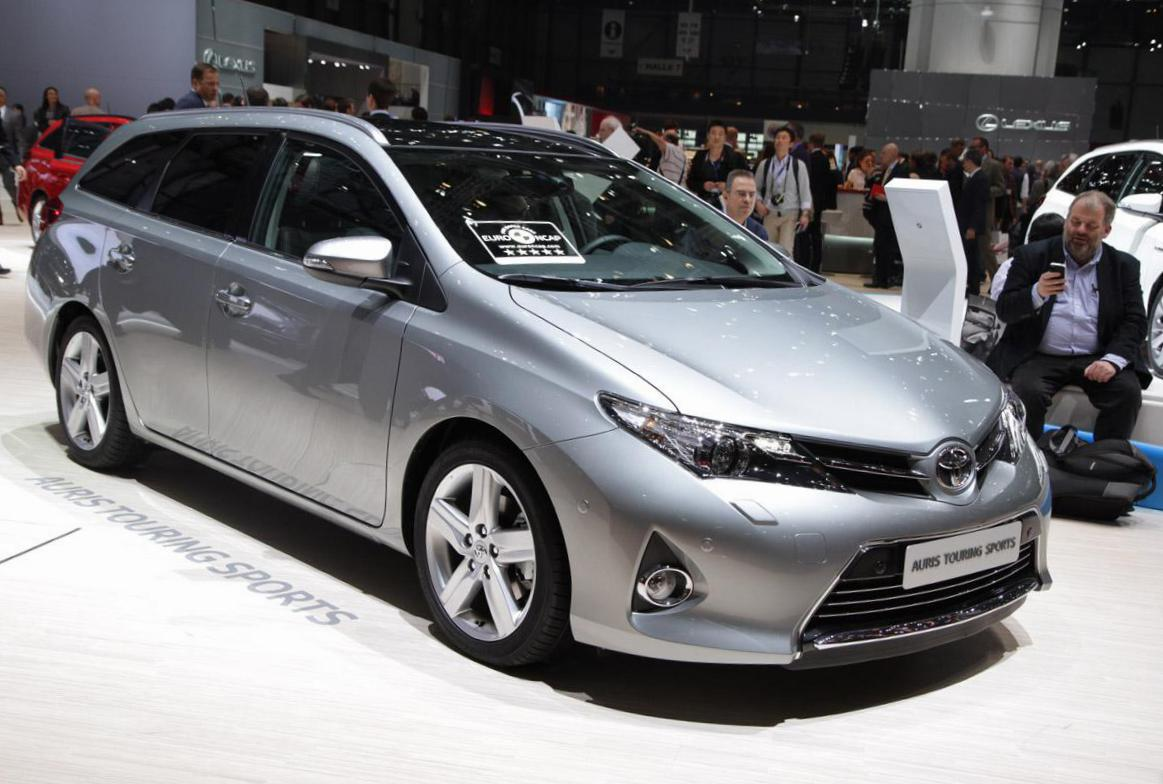 Toyota Auris Touring Sports parts van