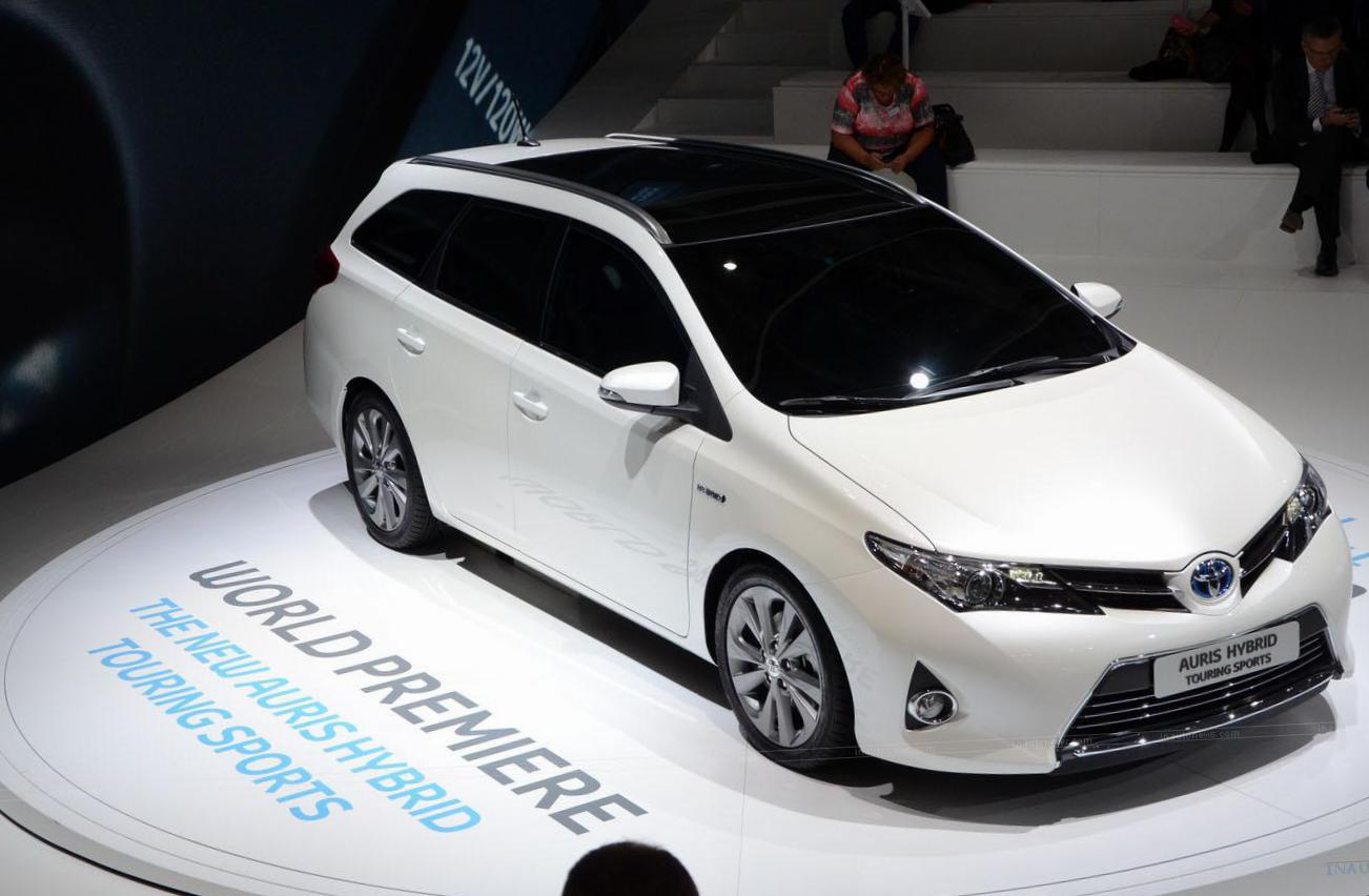 Auris Touring Sports Hybrid Toyota sale hatchback