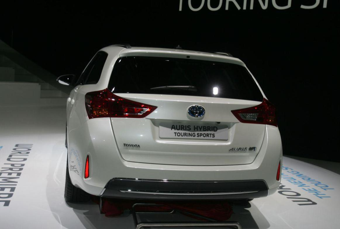 Toyota Auris Touring Sports Hybrid lease 2013