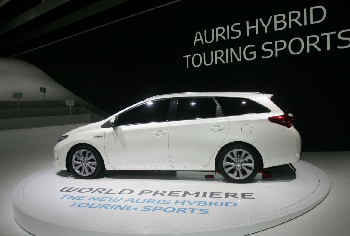 Toyota Auris Touring Sports Hybrid models 2012