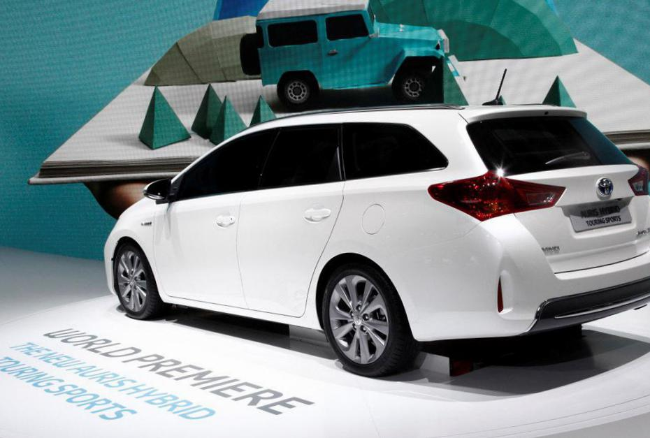 Toyota Auris Touring Sports Hybrid Specifications minivan