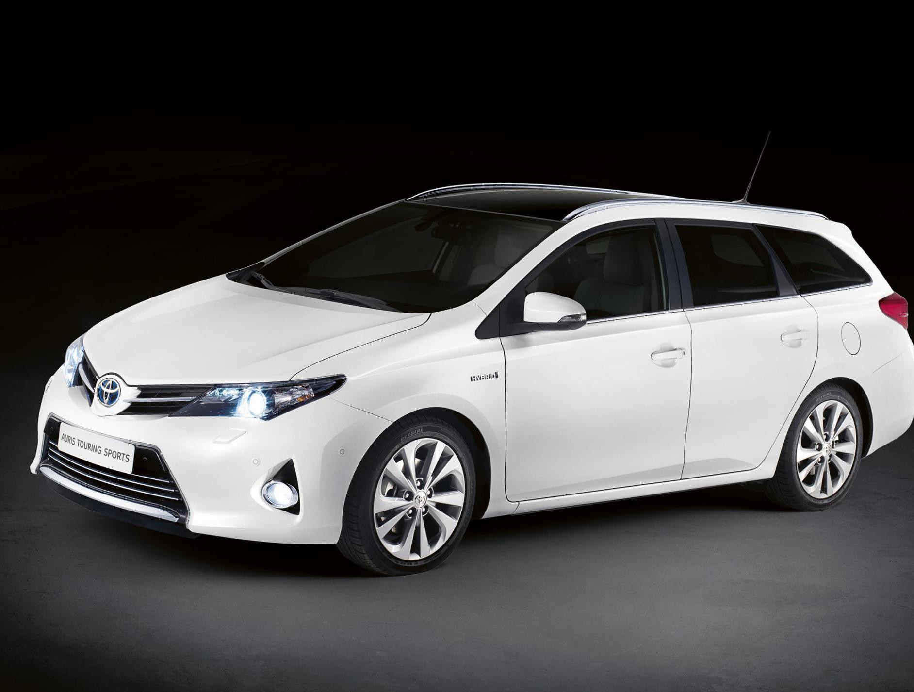 Toyota Auris Touring Sports Hybrid Photos And Specs Photo Toyota