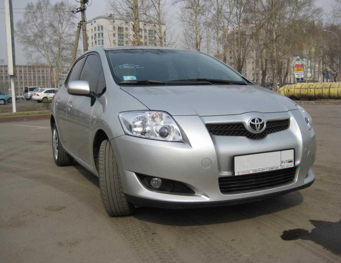 Toyota Auris reviews 2014
