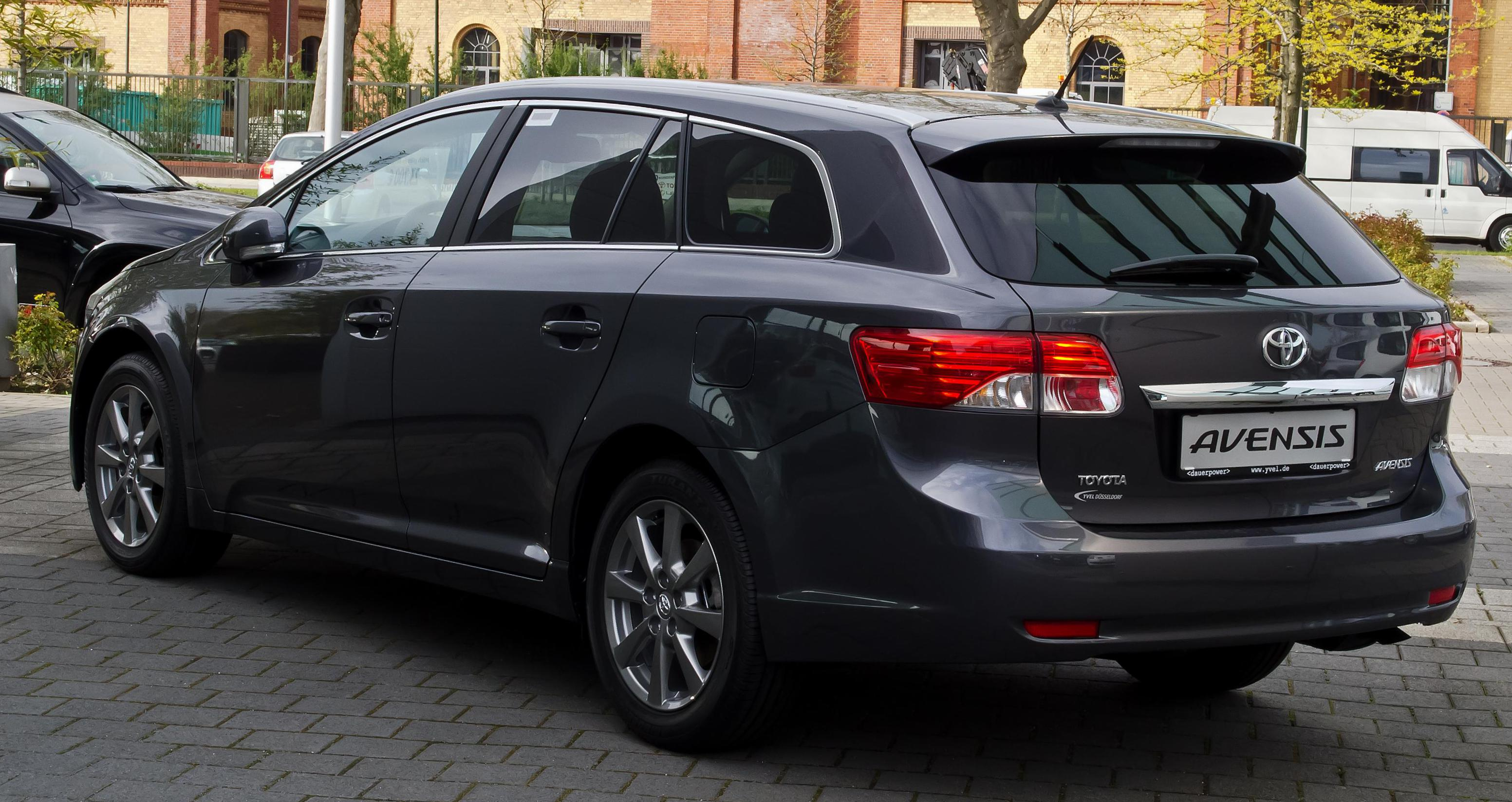 Toyota Avensis review 2012