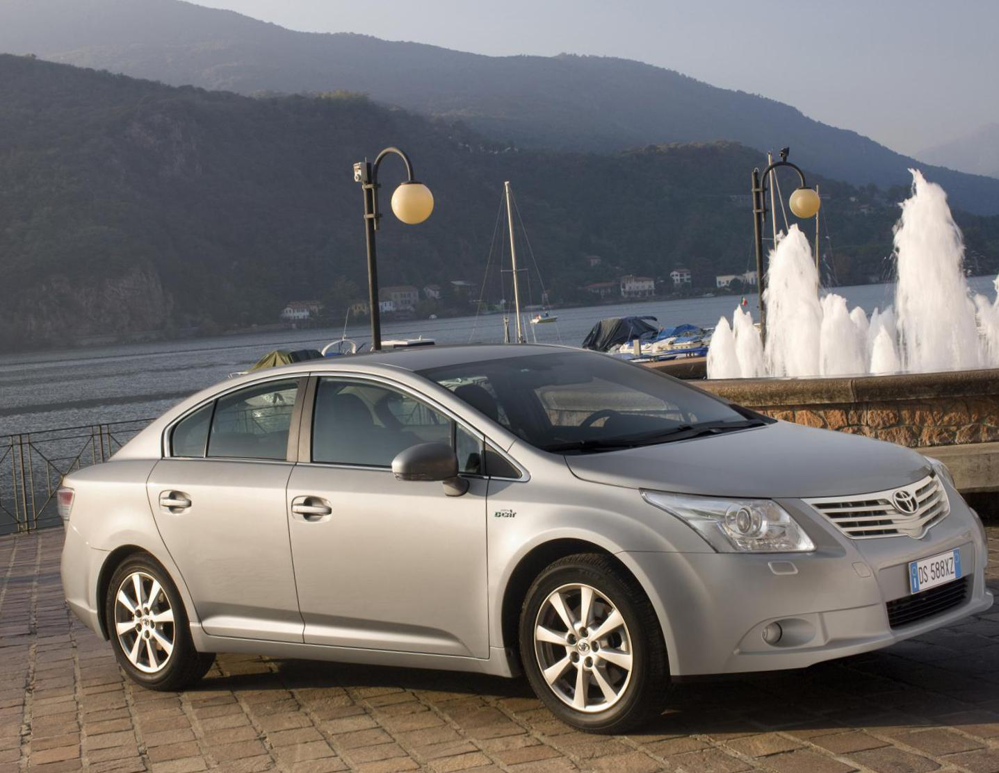Avensis Toyota sale 2012