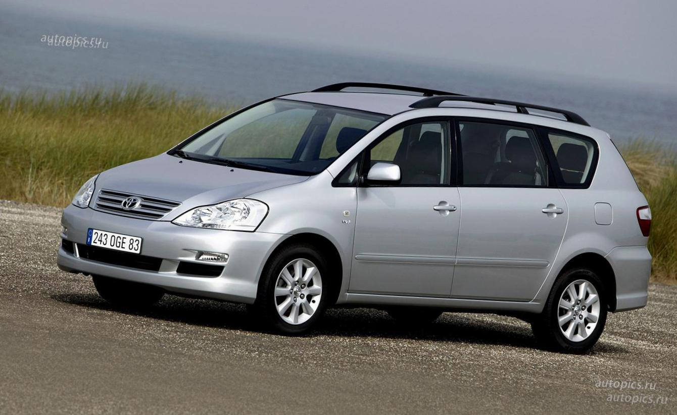 Toyota Avensis reviews 2010