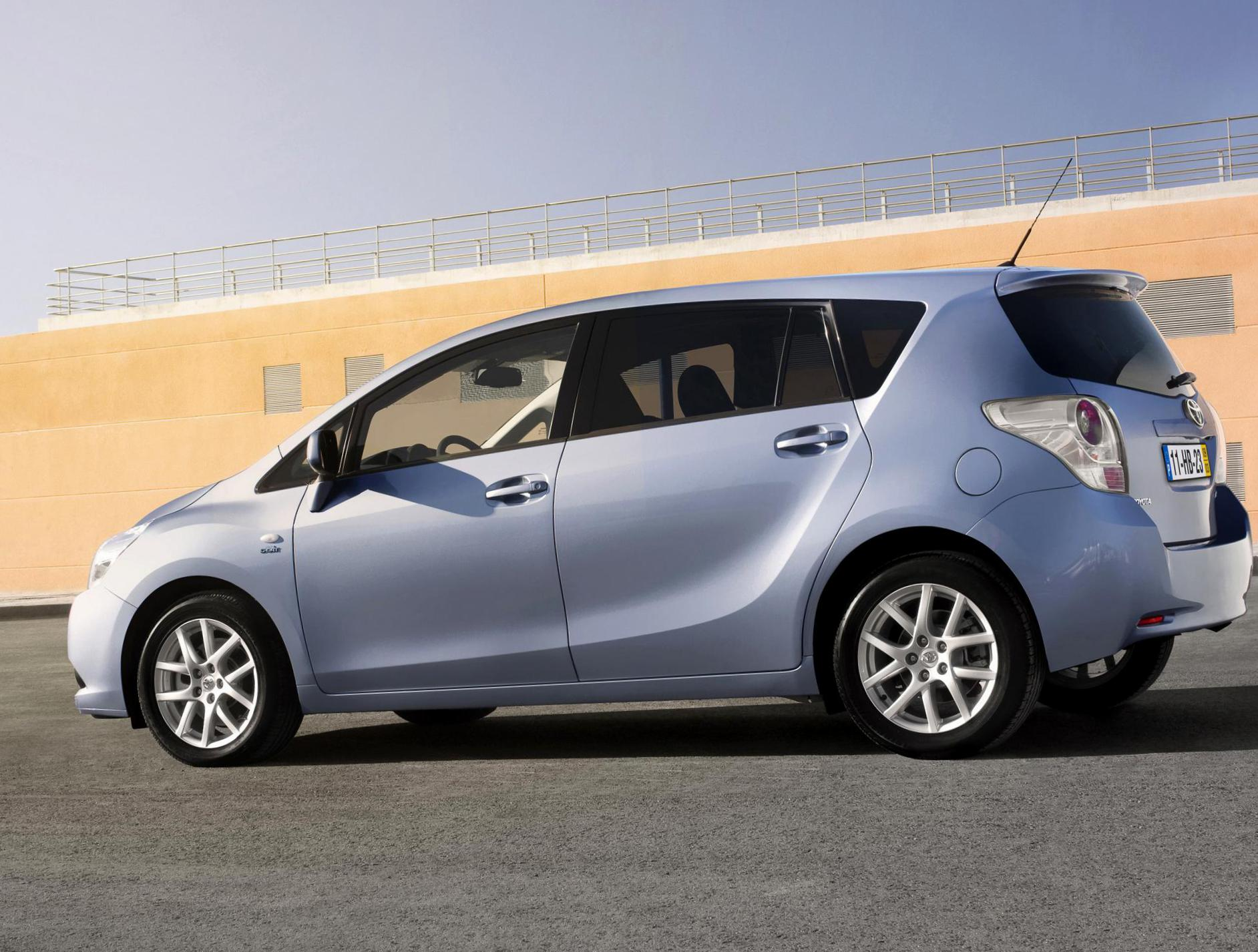 Verso Toyota cost hatchback