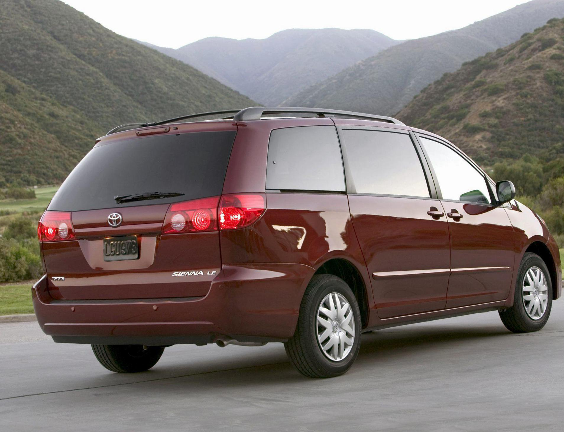 toyota sienna photos and specs photo toyota sienna sale and 24 perfect photos of toyota sienna. Black Bedroom Furniture Sets. Home Design Ideas